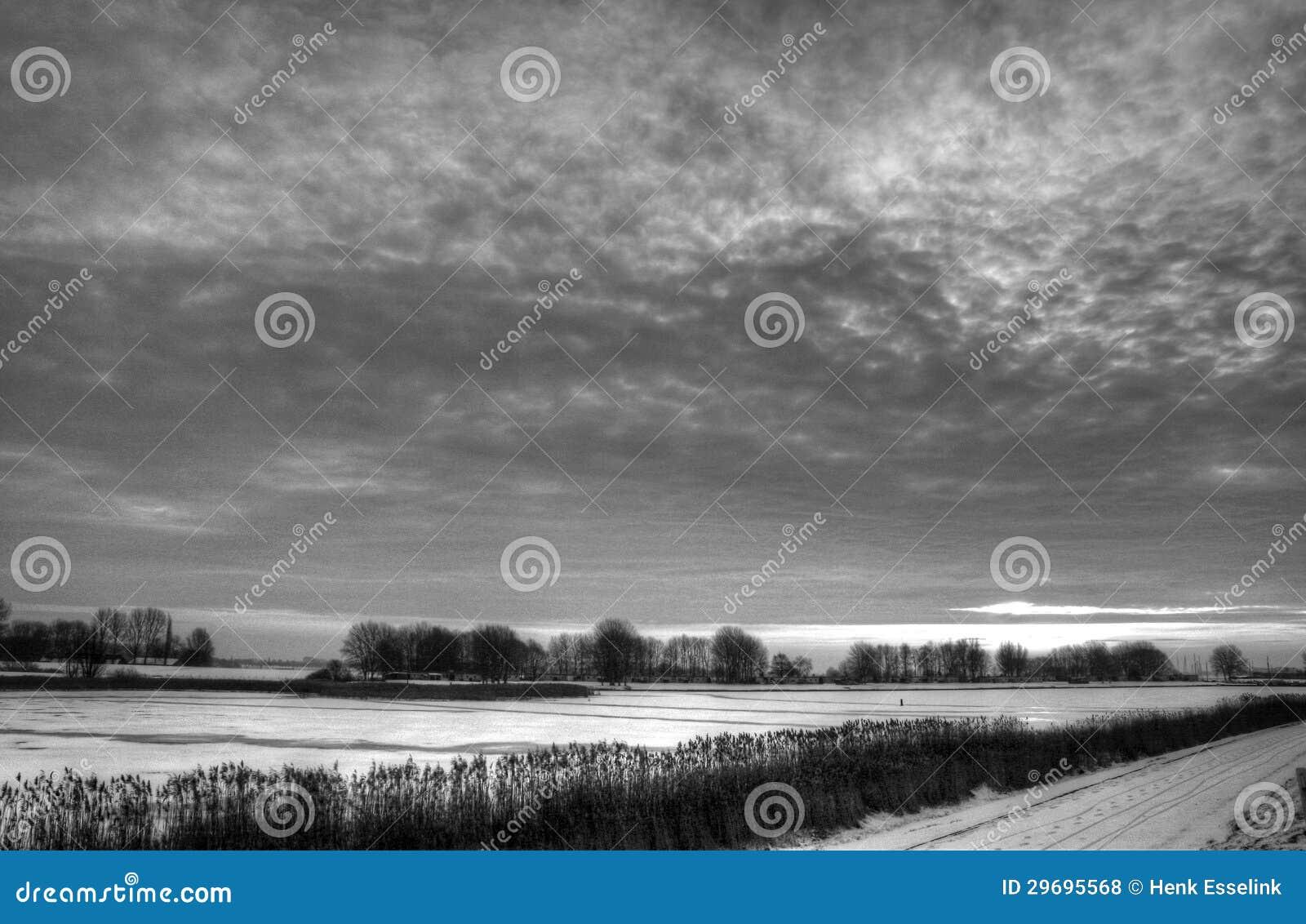Cloudscape au-dessus de campagne