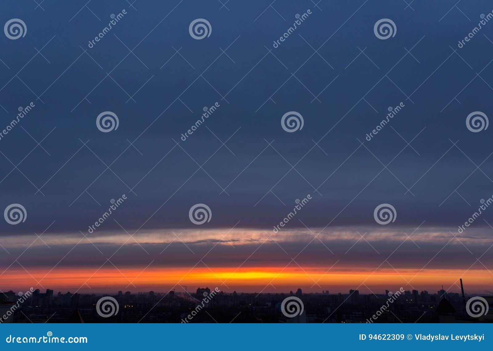 Cloudscape de nivelamento sombrio