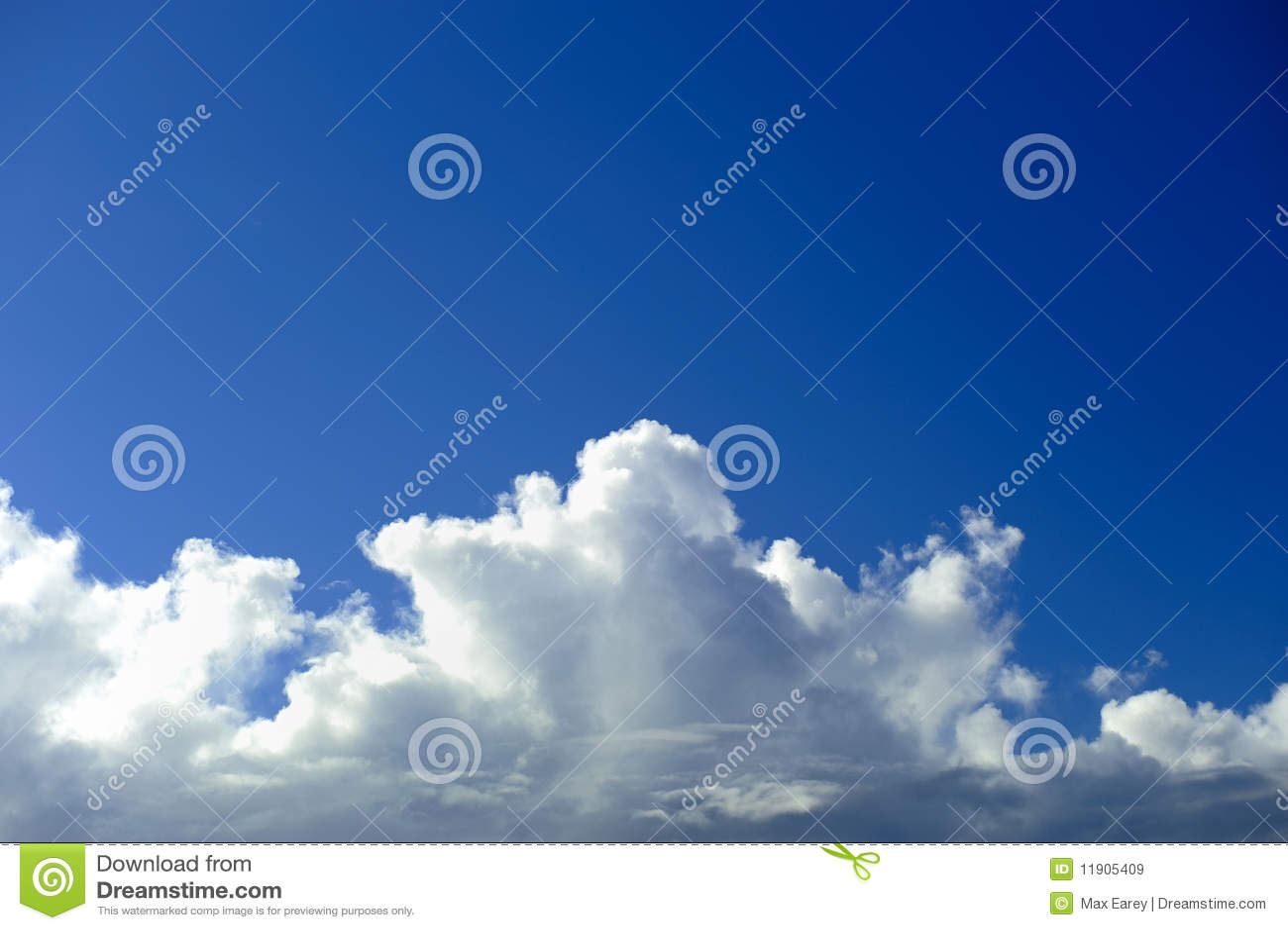 Cloudscape et ciel bleu