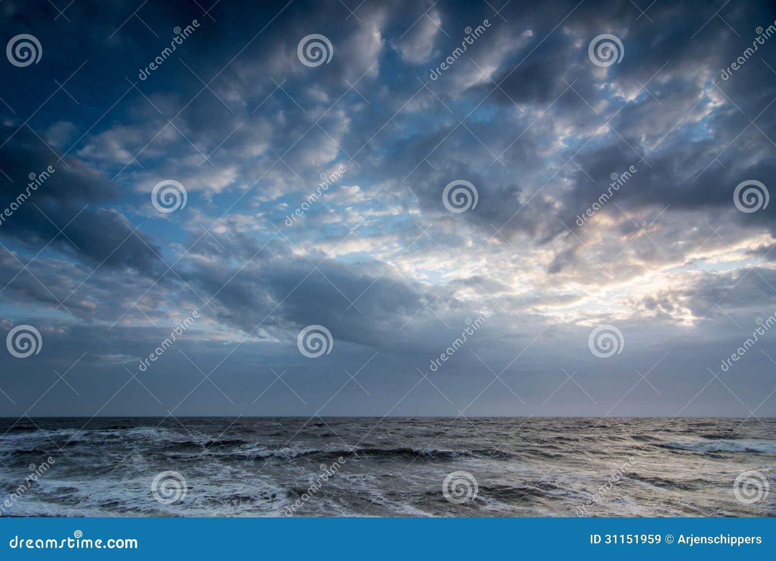 Cloudscape nad morze