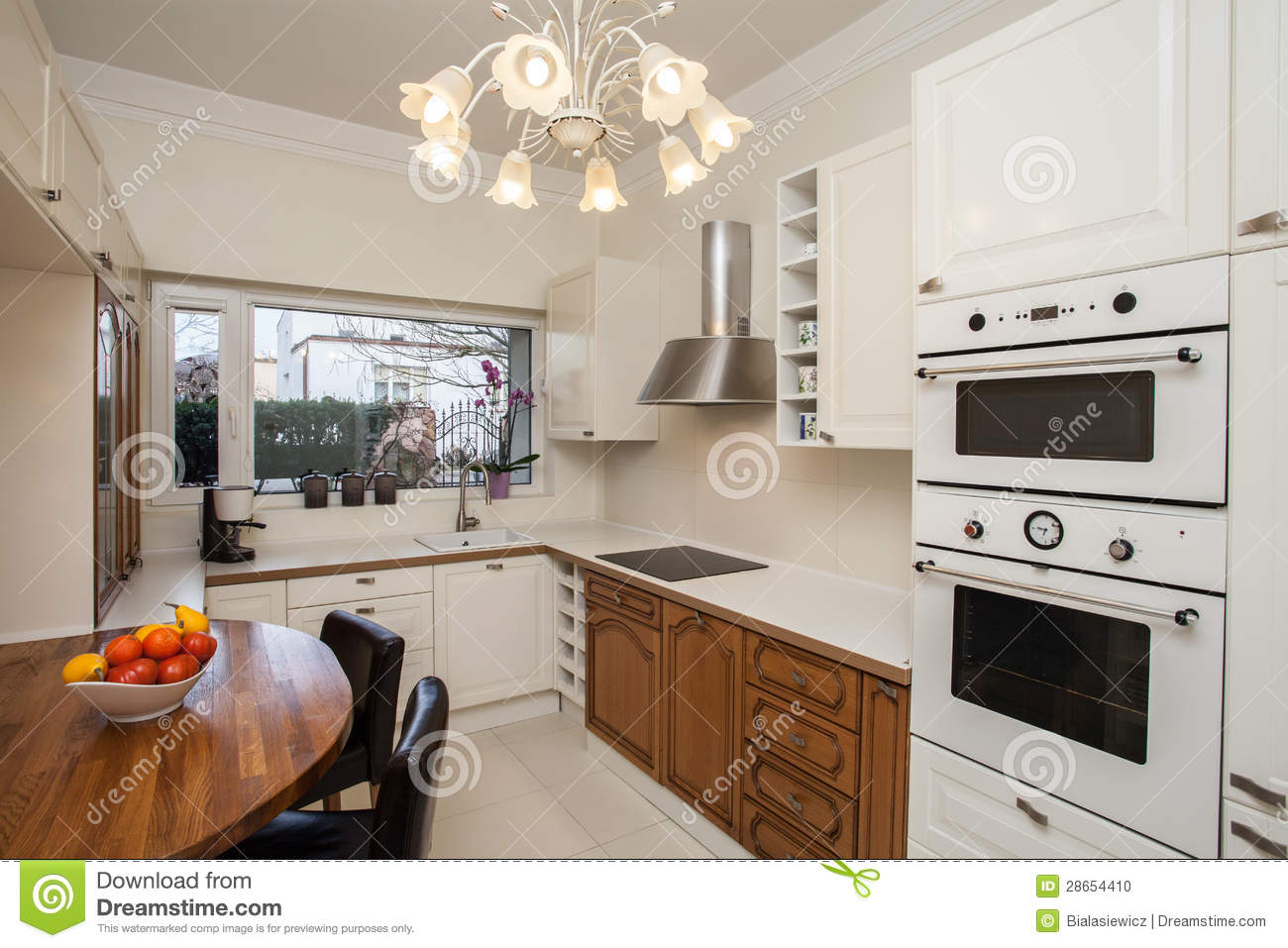 Cloudy home - practical kitchen