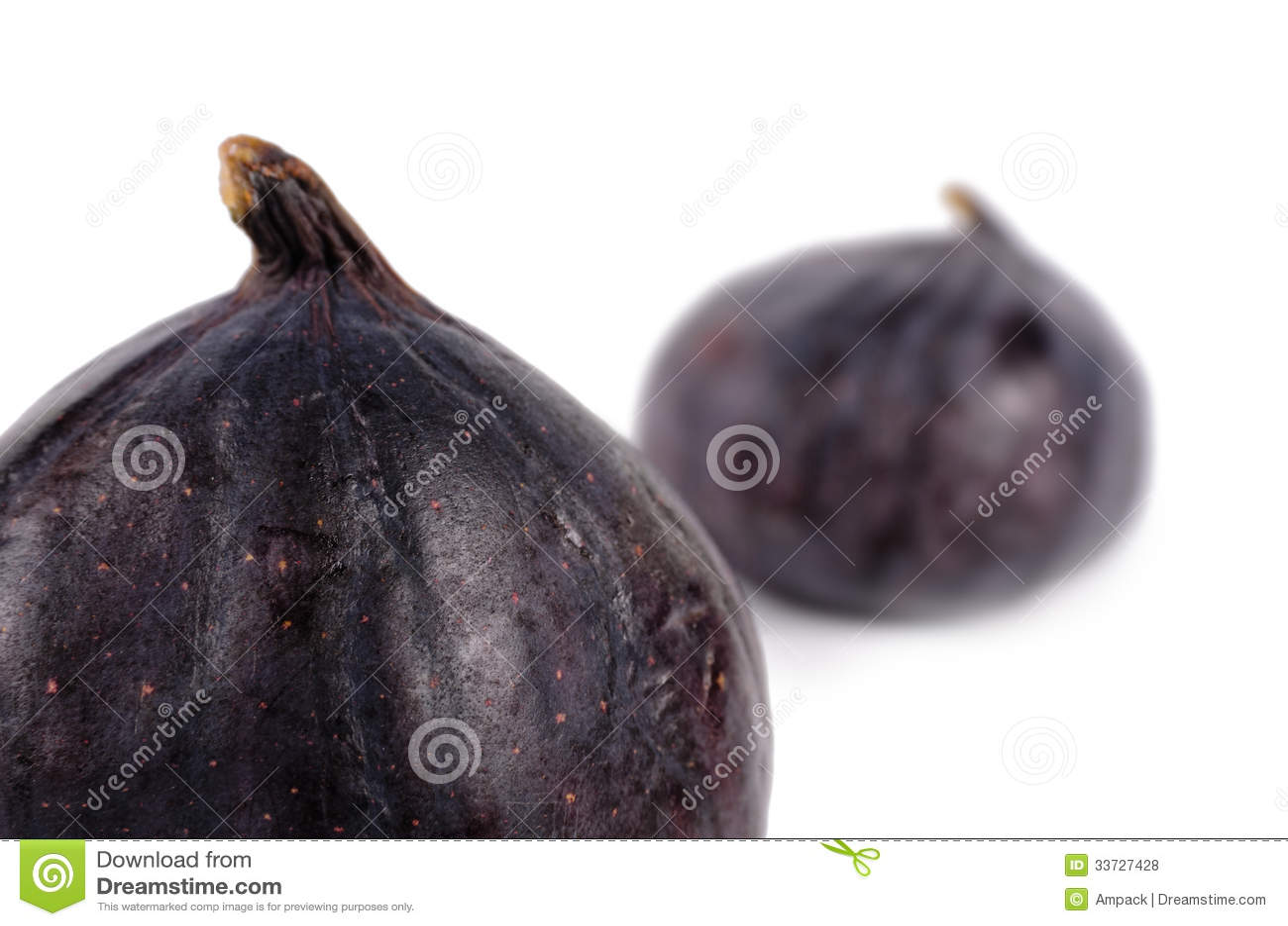 Clouse вверх по 2 очень вкусным зрелым свежим фиолетовым смоквам