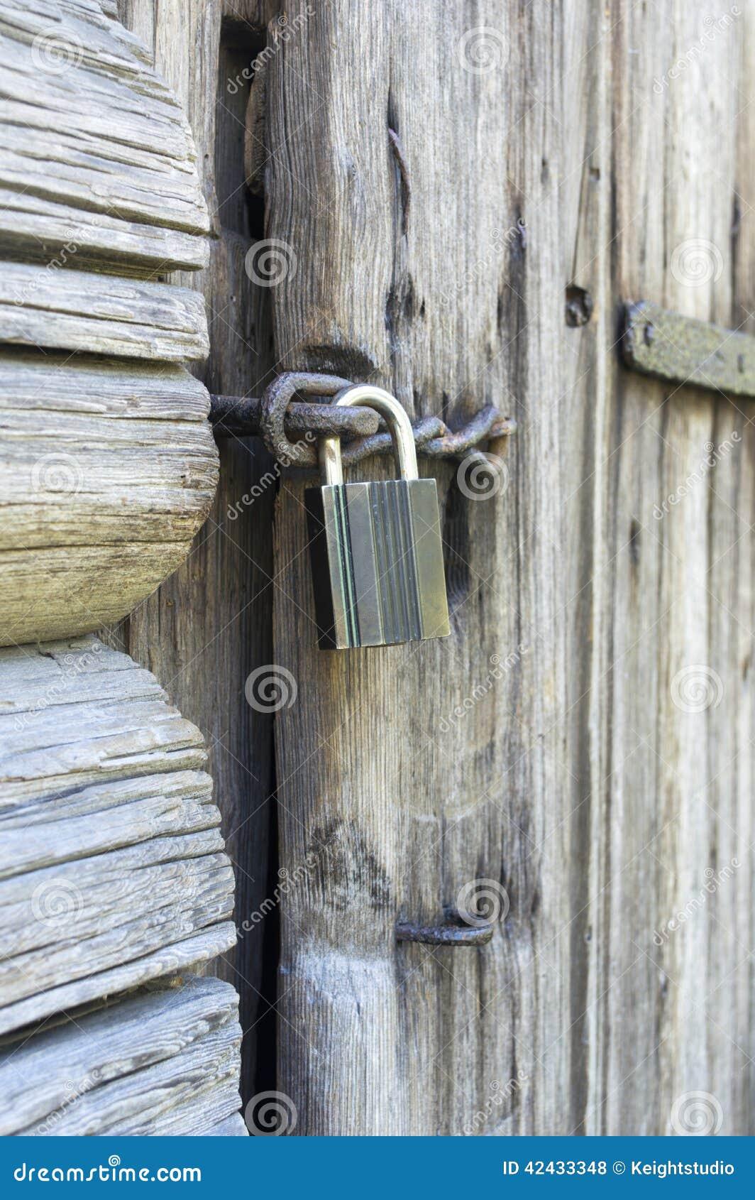 Clouse encima de la cerradura de puerta