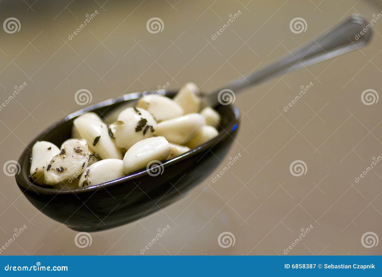 Cloves чеснока в шаре