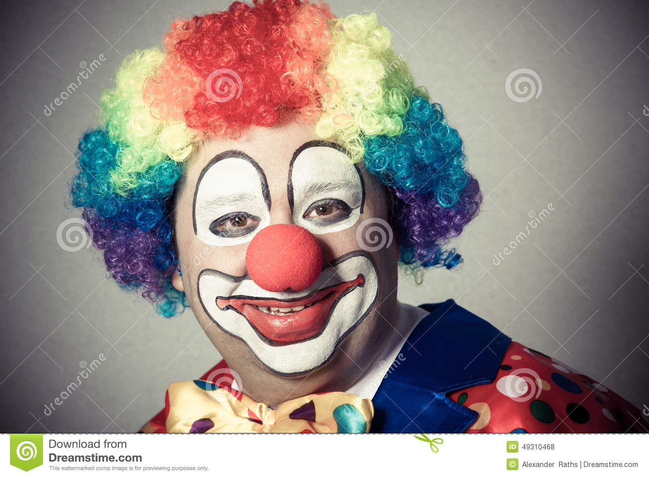 clown-portrait-smiling-49310468.jpg