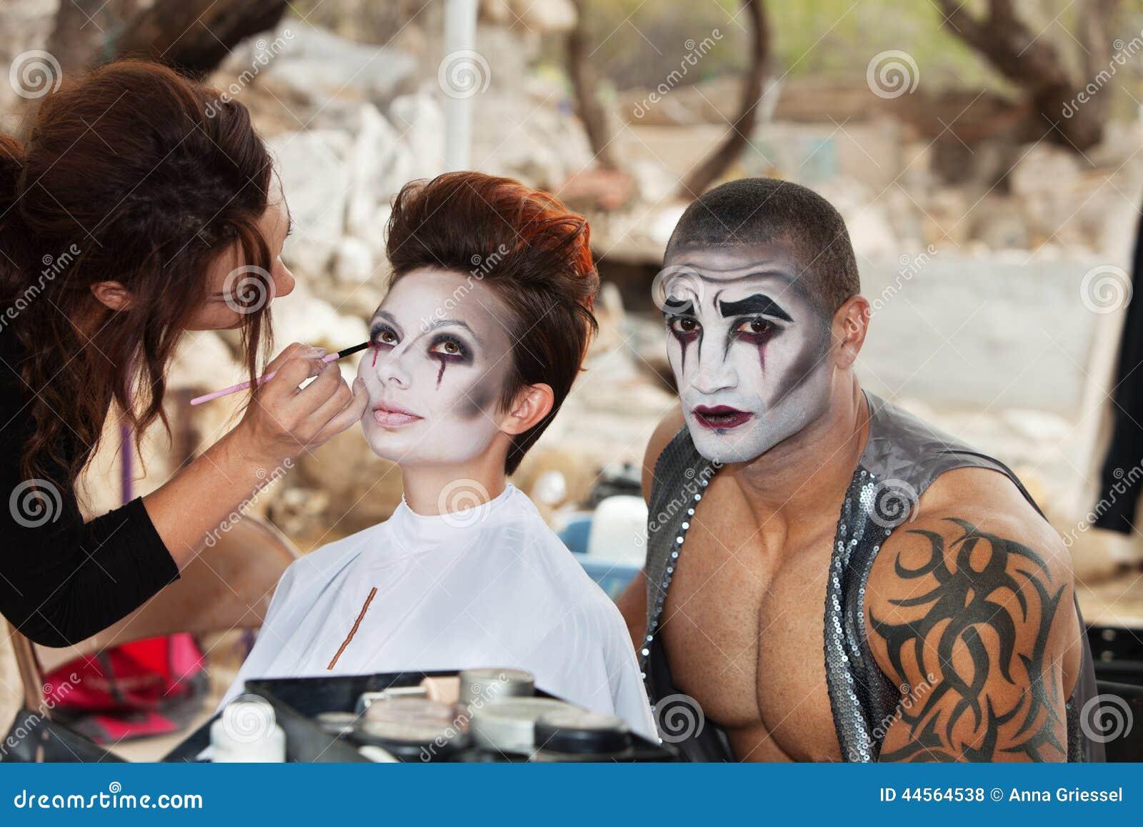 Clowns die Make-up krijgen