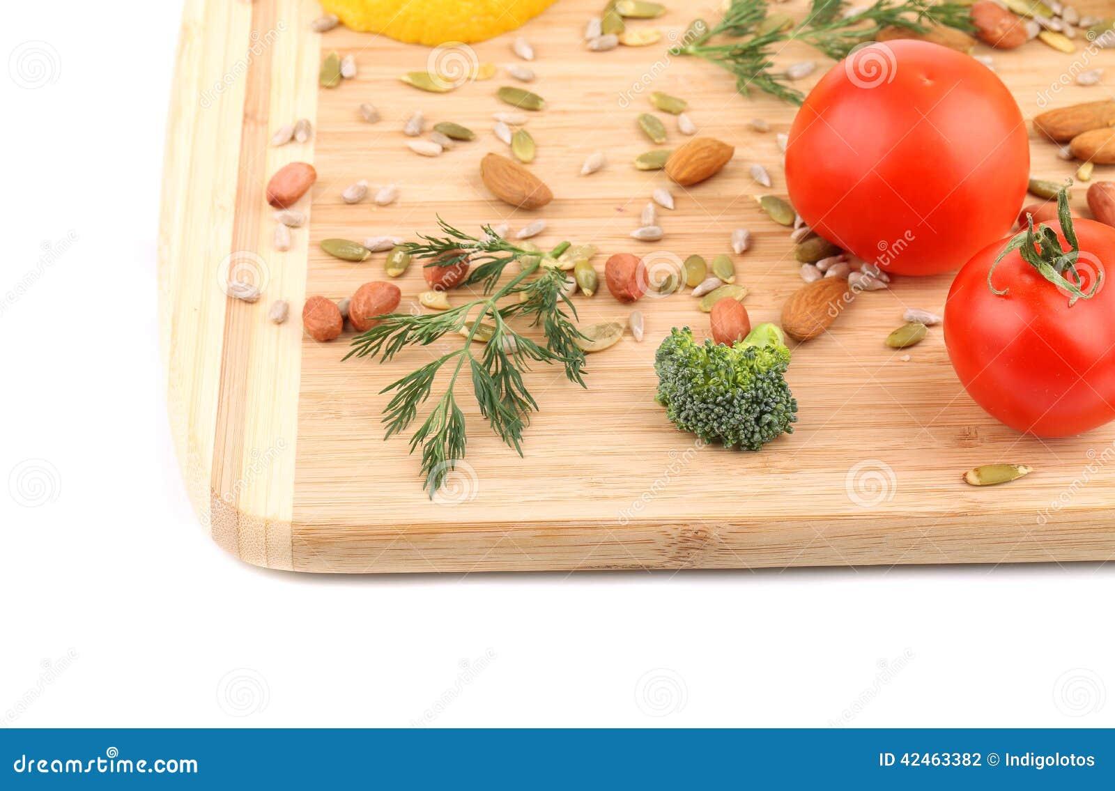 Clseup von Nüssen und von Gemüse