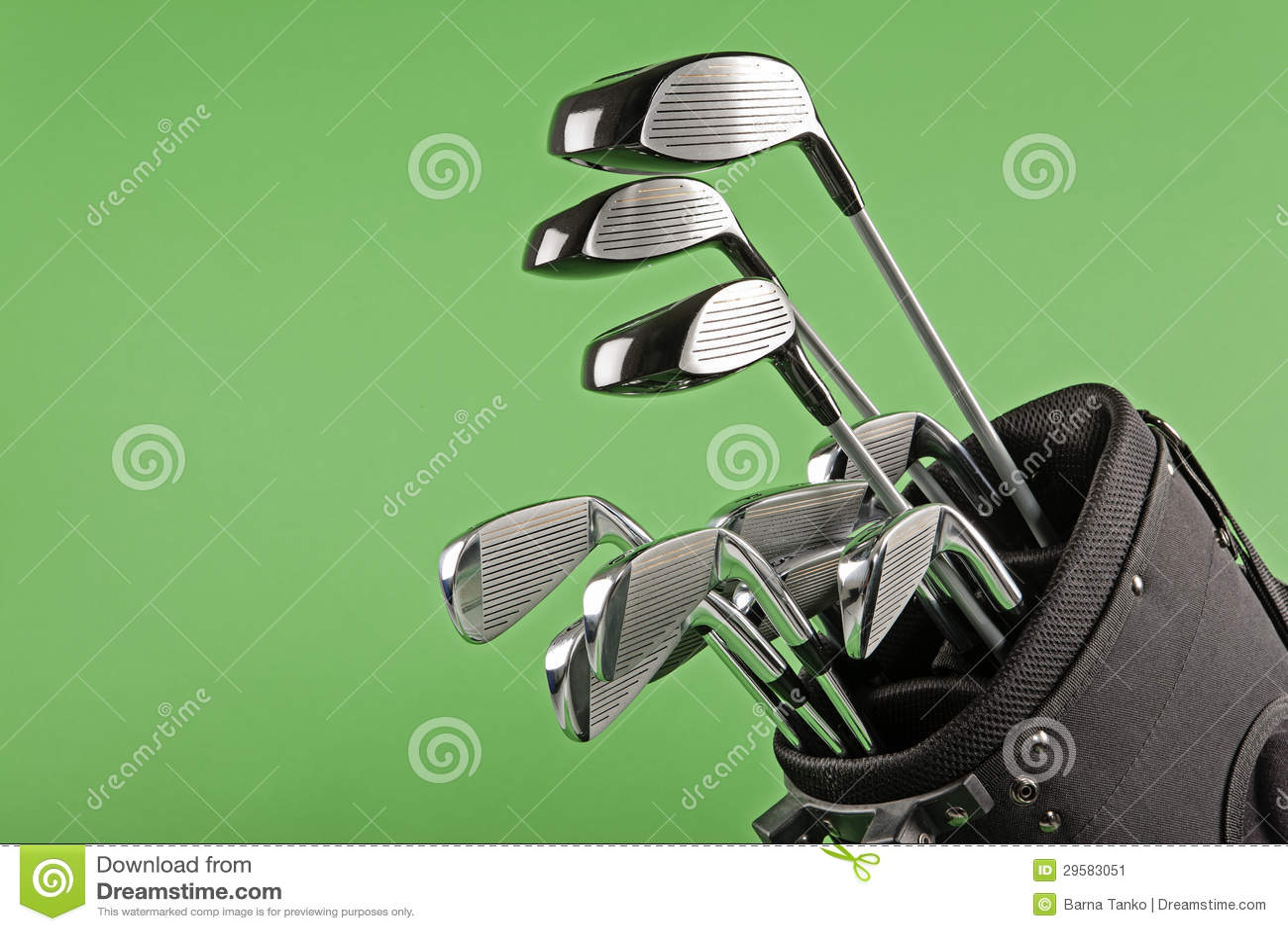 Club di golf impostato su verde di intensità