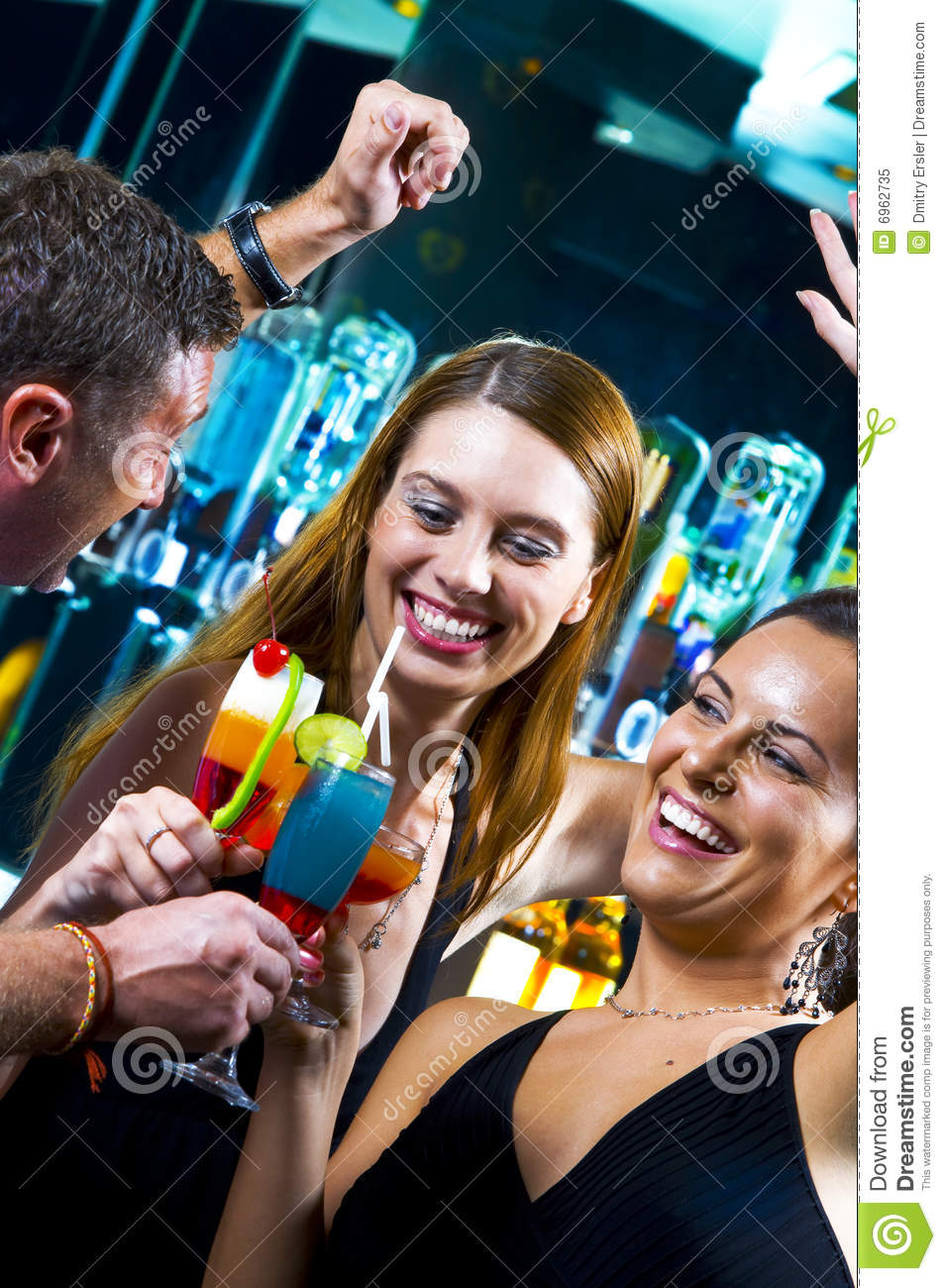 9860667-Group-of-party-people-two-friends-with-cocktails ...  |People Having Fun In A Club