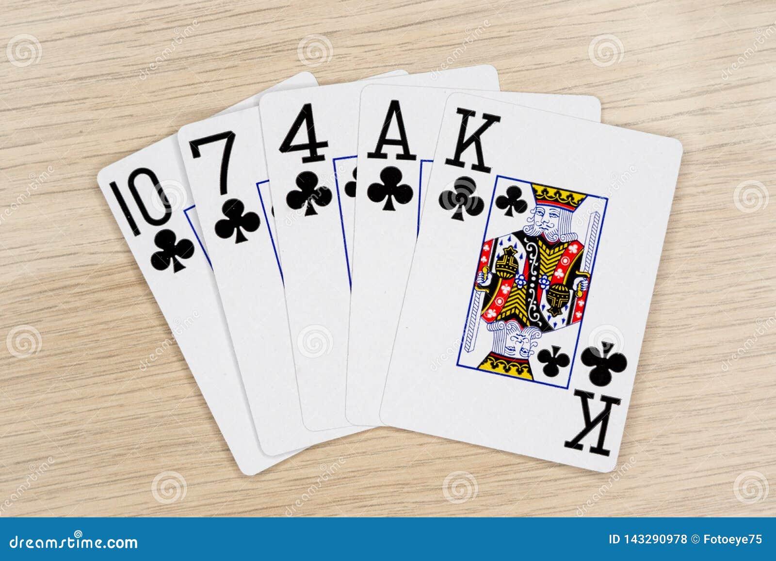 Clubs affleurants - casino jouant aux cartes de tisonnier
