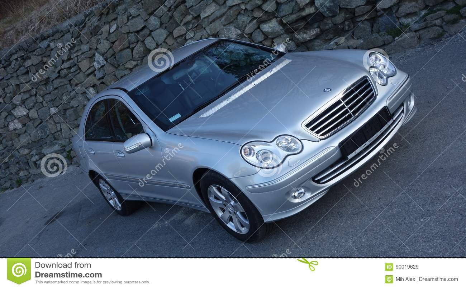 Cluj Napoca/Ρουμανία 31 Μαρτίου 2017: Benz της Mercedes W203 - το έτος 2005, εξοπλισμός πρωτοπορίας, ασημώνει το μεταλλικό χρώμα