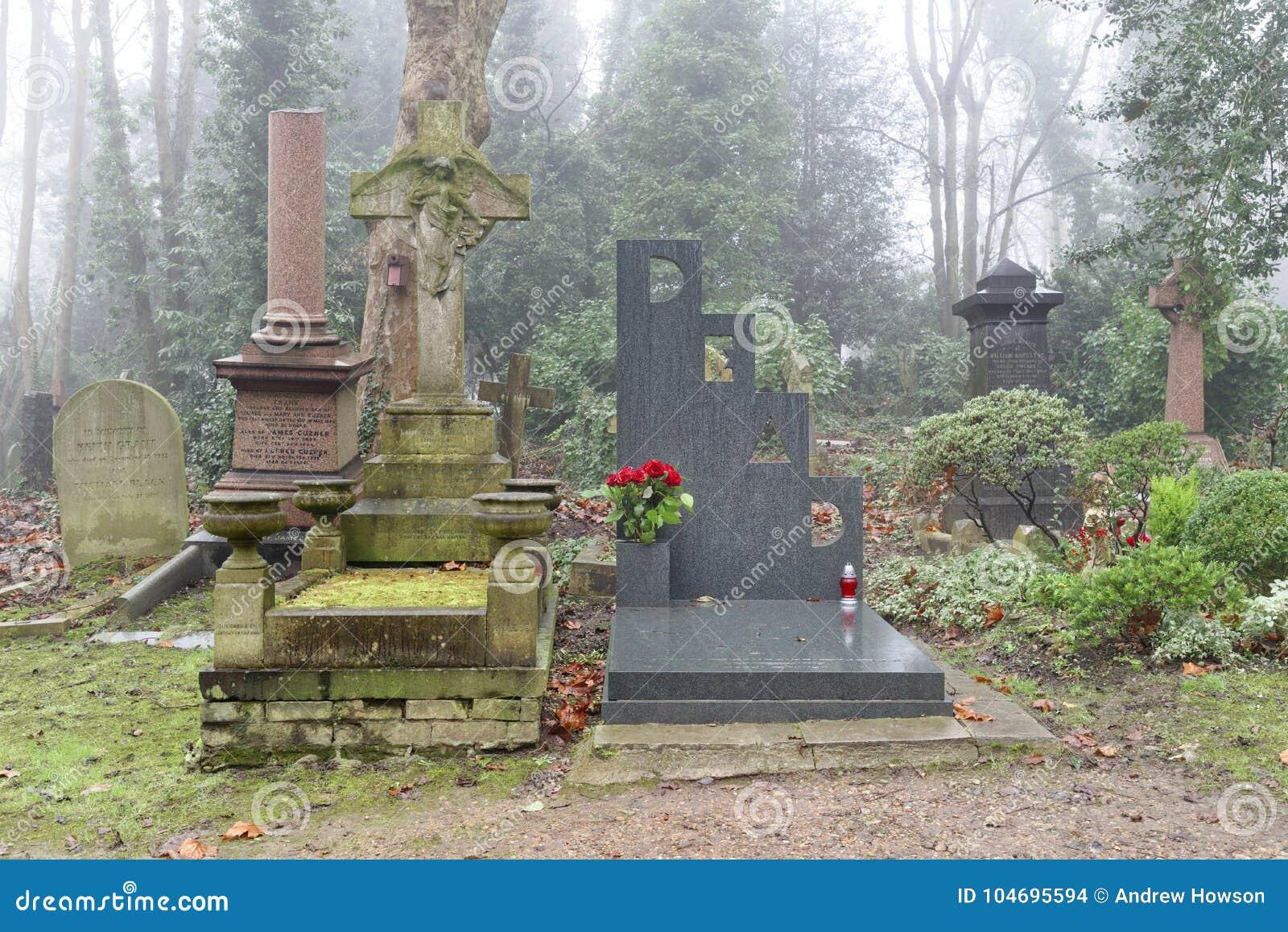 Cmentarniani doniosli kamienie, London