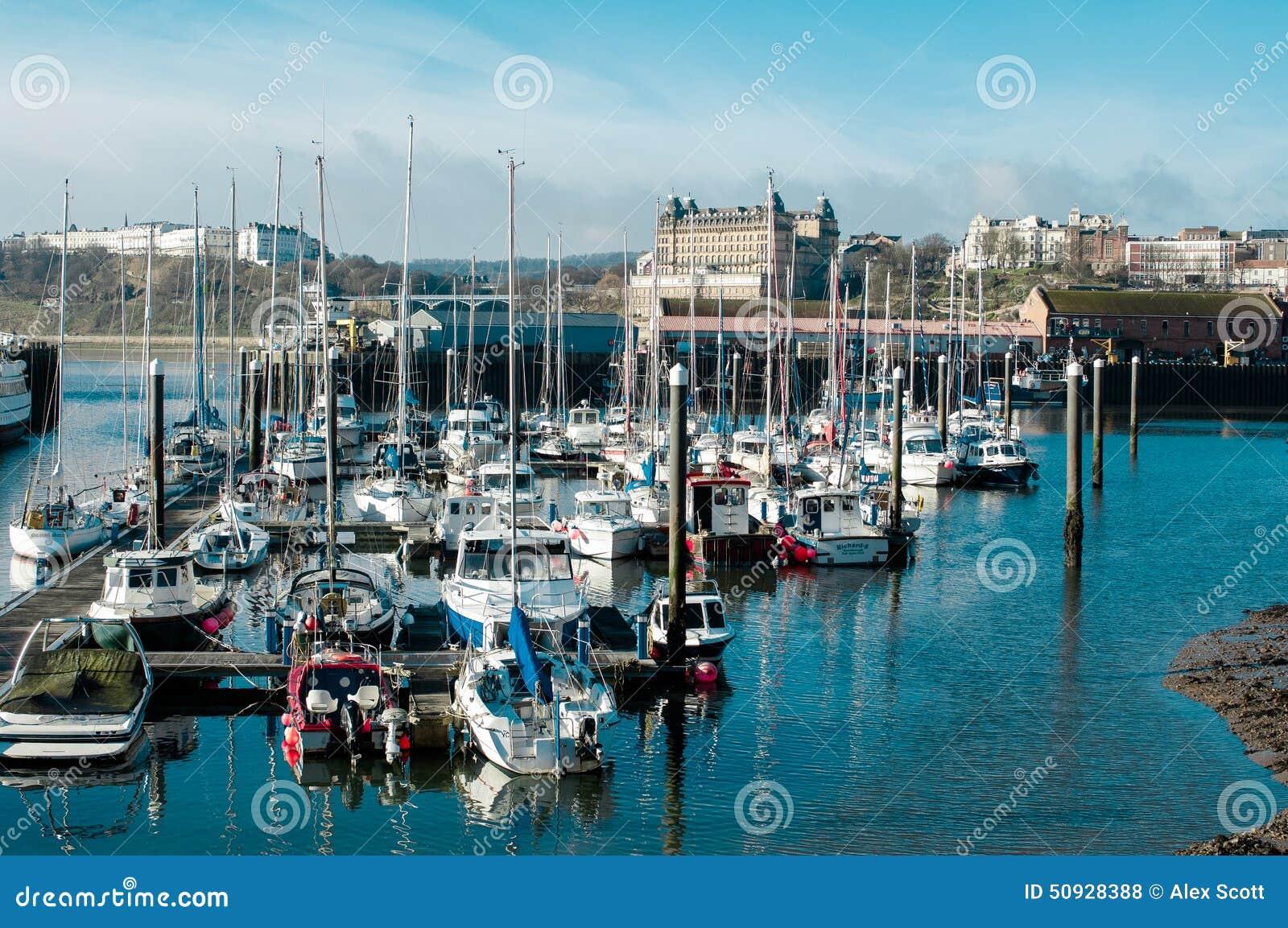 Cmmercial小游艇船坞在斯卡巴勒,英国