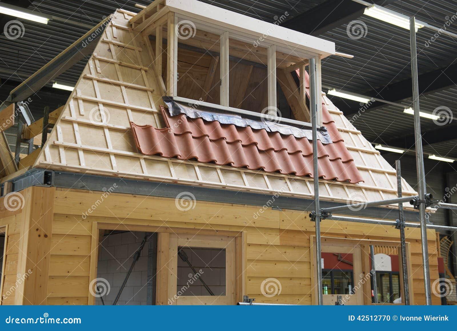 C mo construir una casa de madera foto de archivo imagen - Construir una casa de madera ...