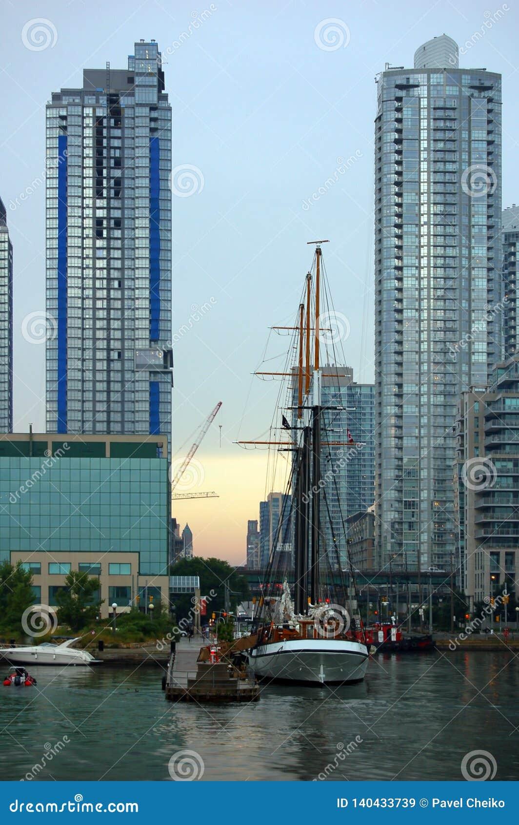 Cn miejsca budowy skyline żaglówek Toronto pierwszoplanowy wieży