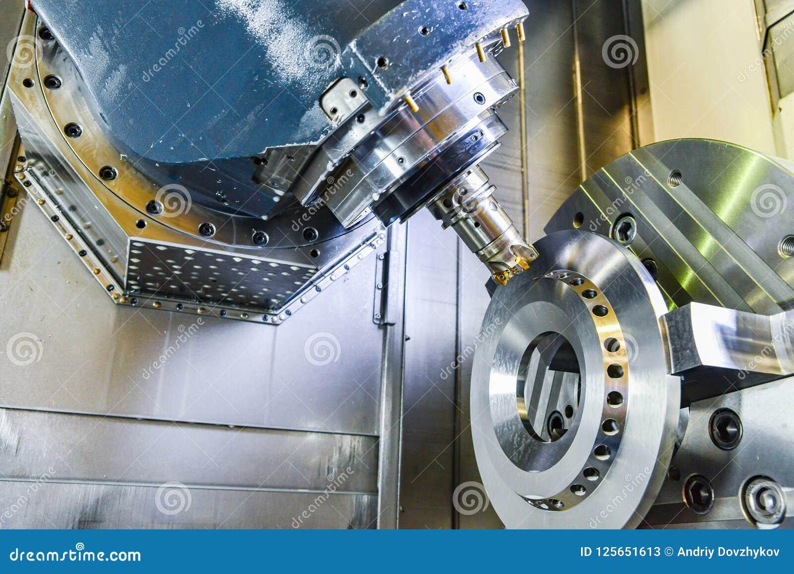 Cnc-Router och roterande metall med ett bitande hjälpmedel och centrerahjälpmedlet Begreppet av tekniskt avancerat bearbeta
