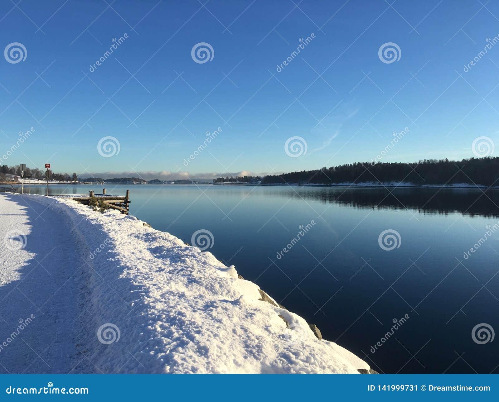 Солнечная зима в Норвегии