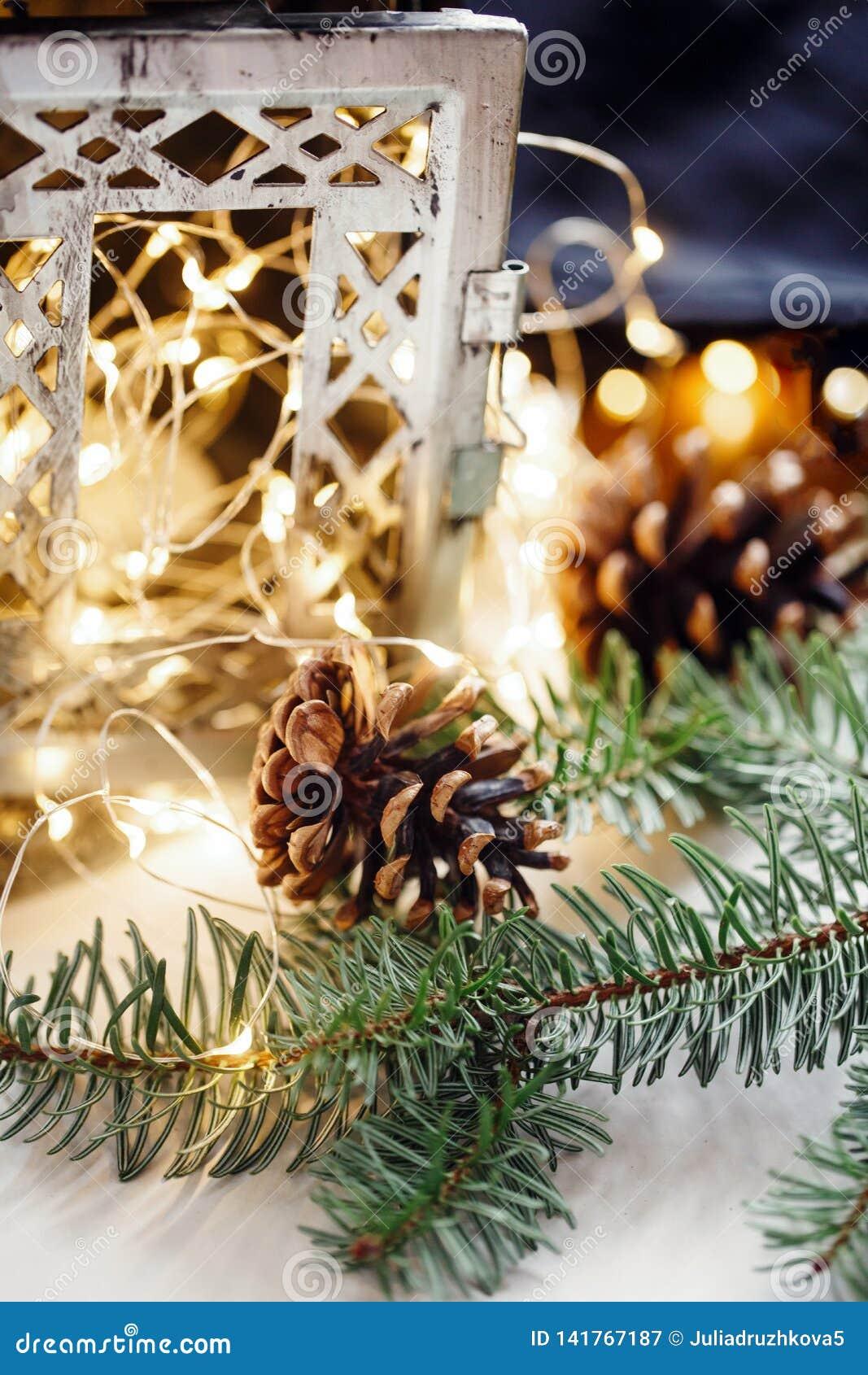 Состав конусов, ветвей подсвечника полотенца поводов кухни хлопко-бумажная ткани рождества