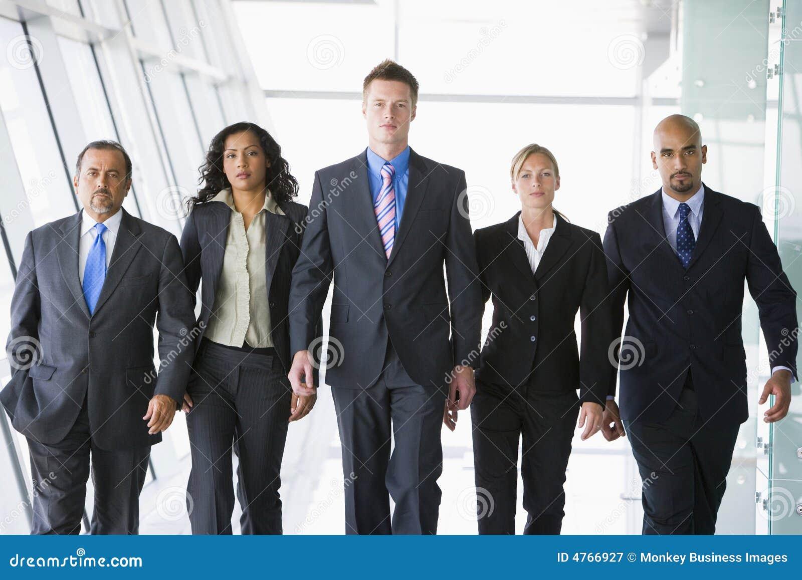 Co组办公室空间走的工作者