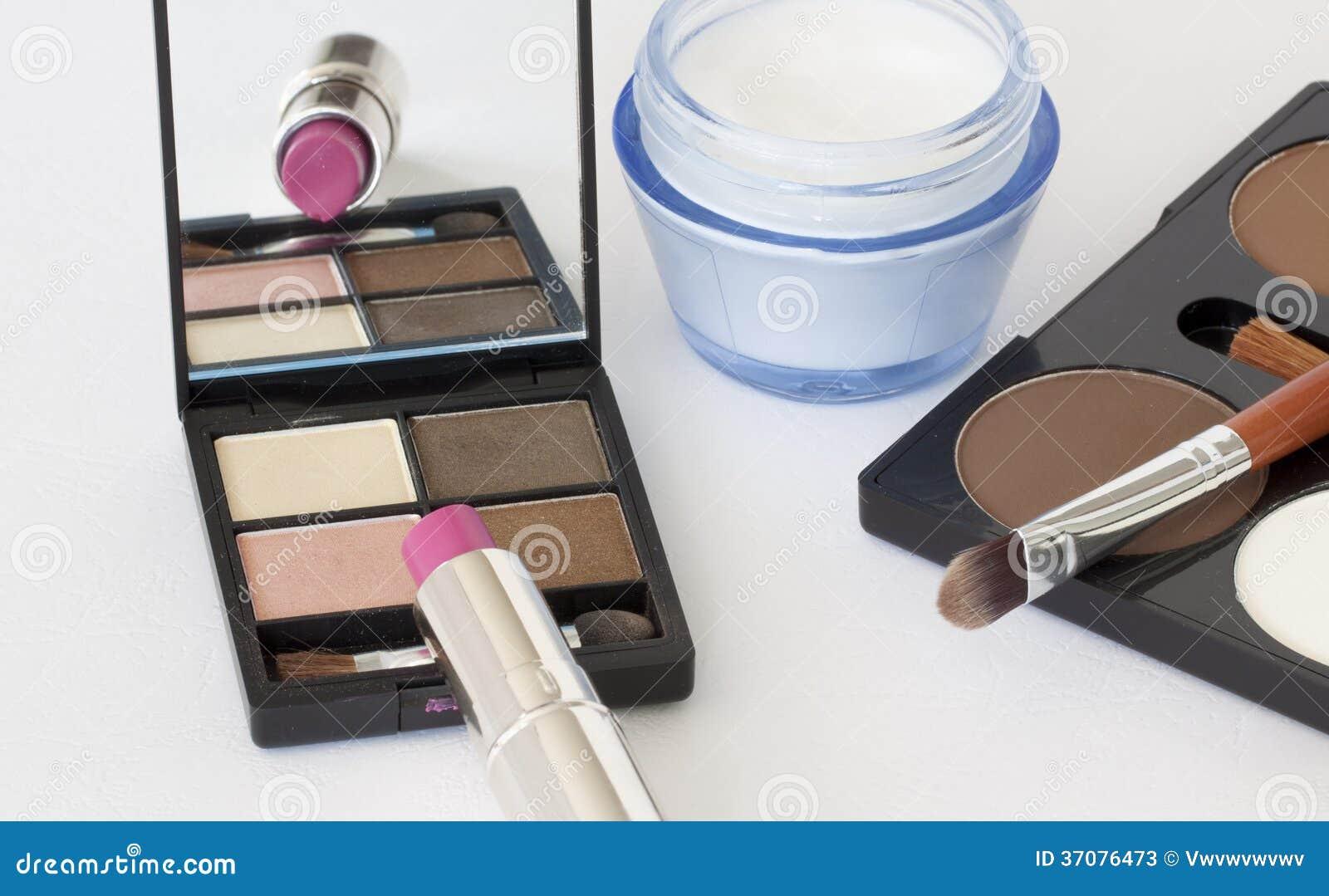 Download Co Są Wśrodku Kobiety Proszka Pudełka Obraz Stock - Obraz złożonej z muśnięcie, kohl: 37076473