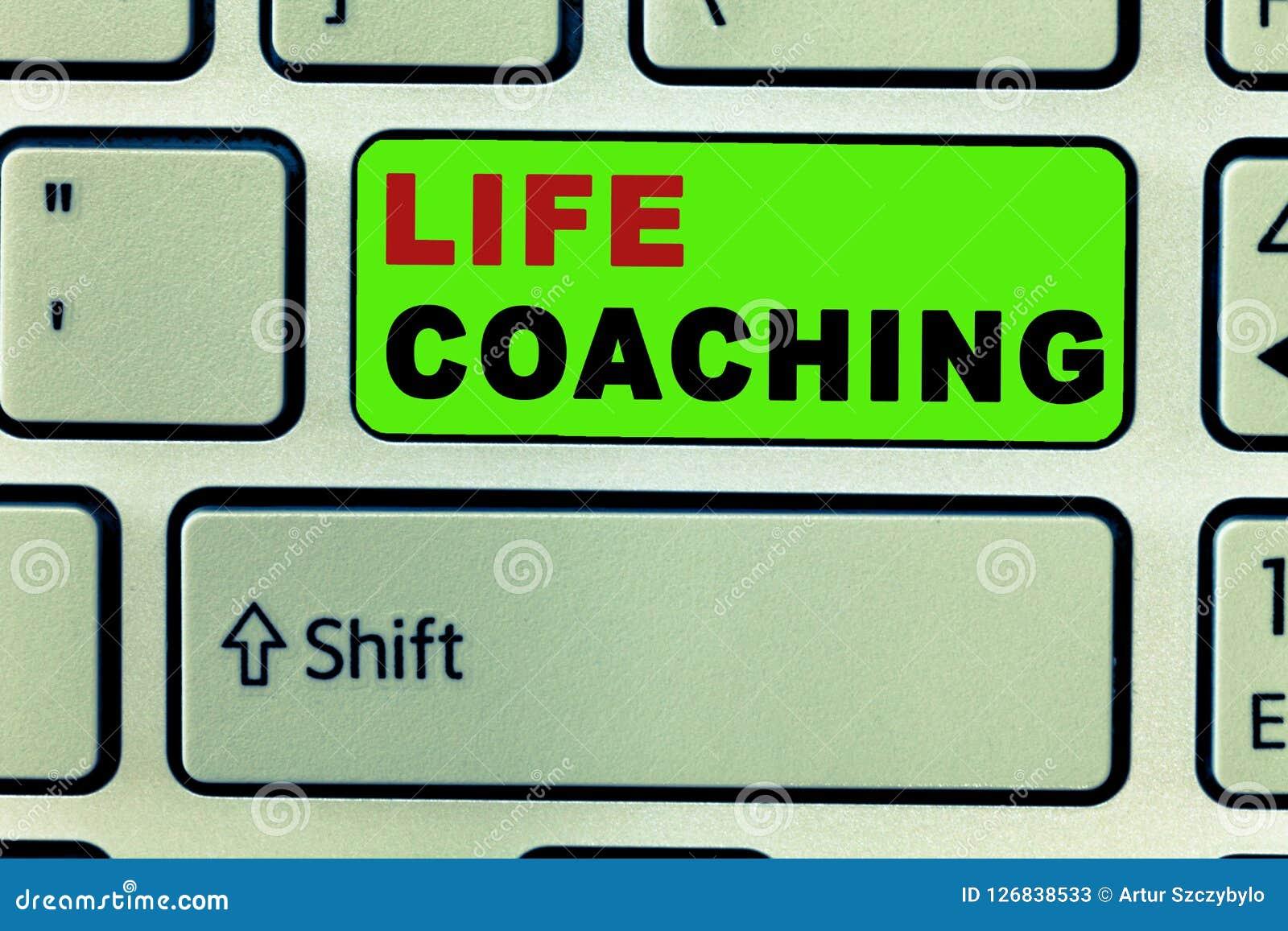 Coachning för liv för textteckenvisning Det begreppsmässiga fotoet förbättrar liv vid utmaningar uppmuntrar oss i våra karriärer