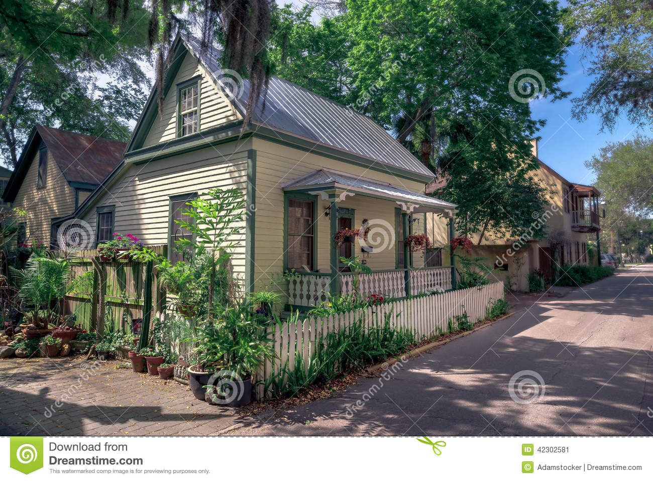 coastal cottage stock image image of street cozy sunny 42302581 rh dreamstime com st augustine condo st augustine cottages bed and breakfast