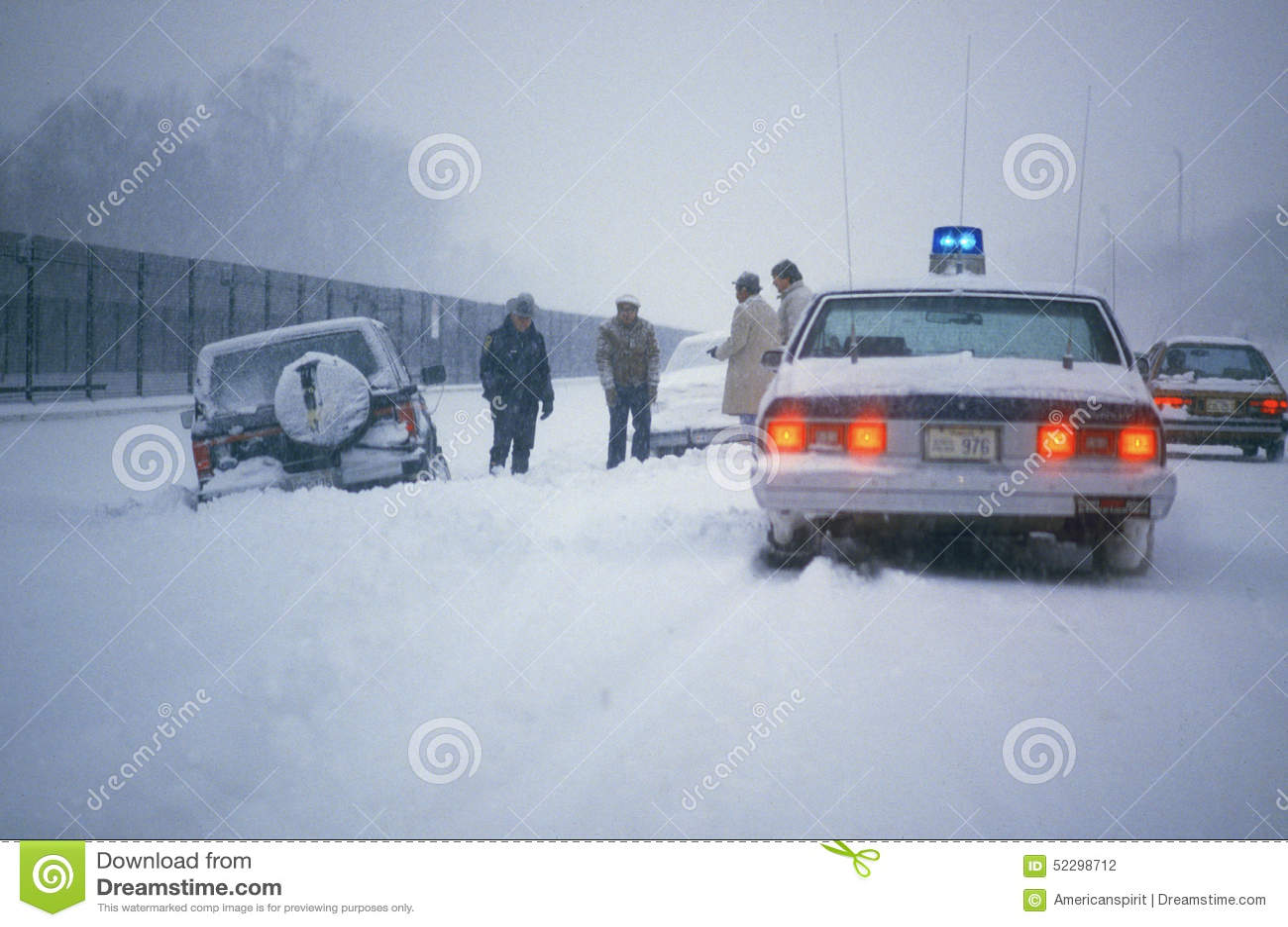 Coche abandonado en la nieve, Washington, D C
