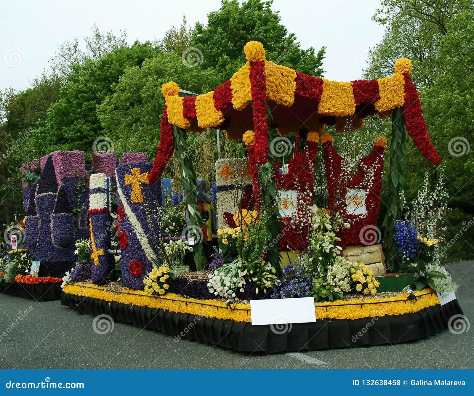 Coche adornado con las flores, desfile de la flor, jardín de Keukenhof