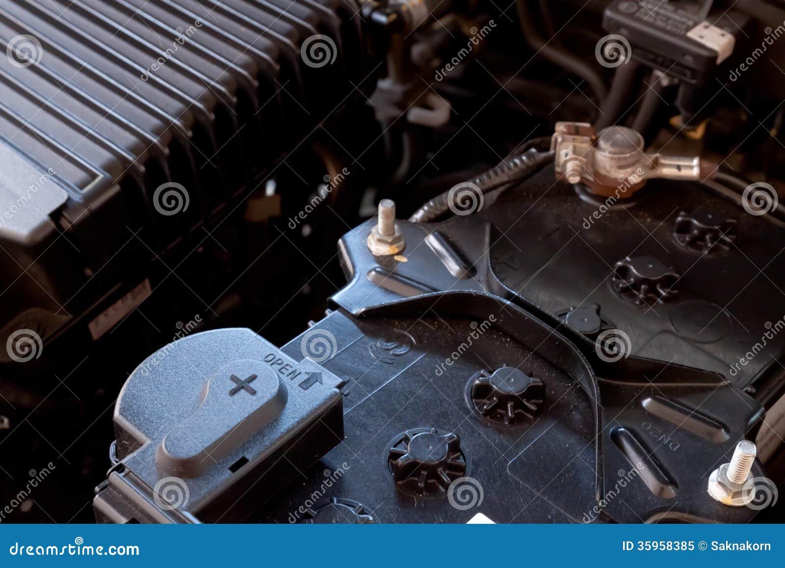 Coche de batería en sala de máquinas