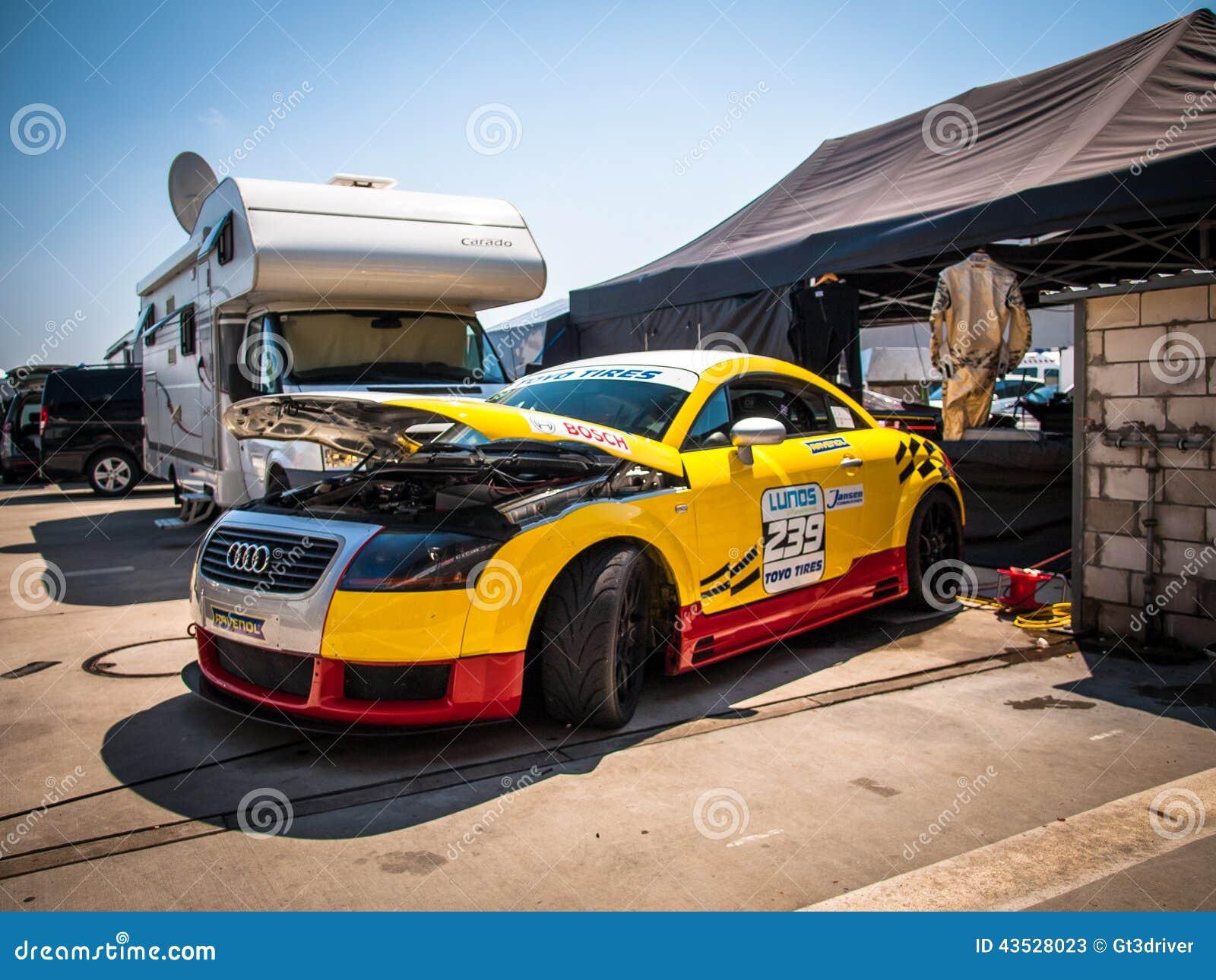 Coche de competición del cupé de Audi TT