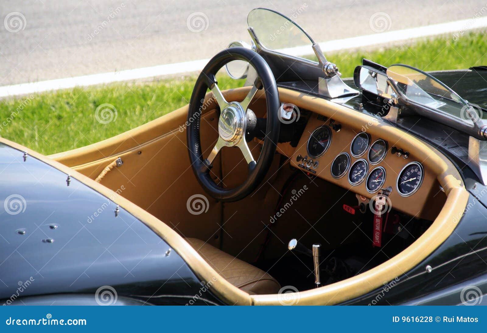 Coche de deportes clásico convertible