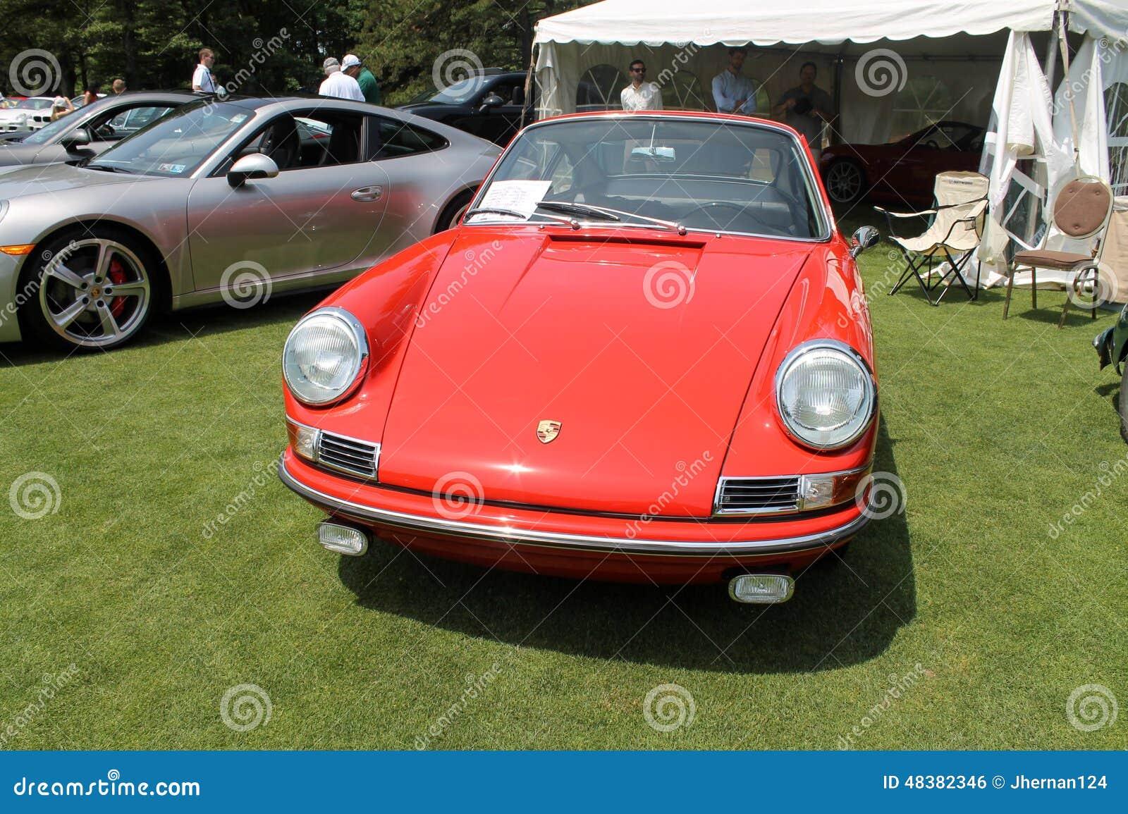 Coche de deportes rojo clásico de Porsche