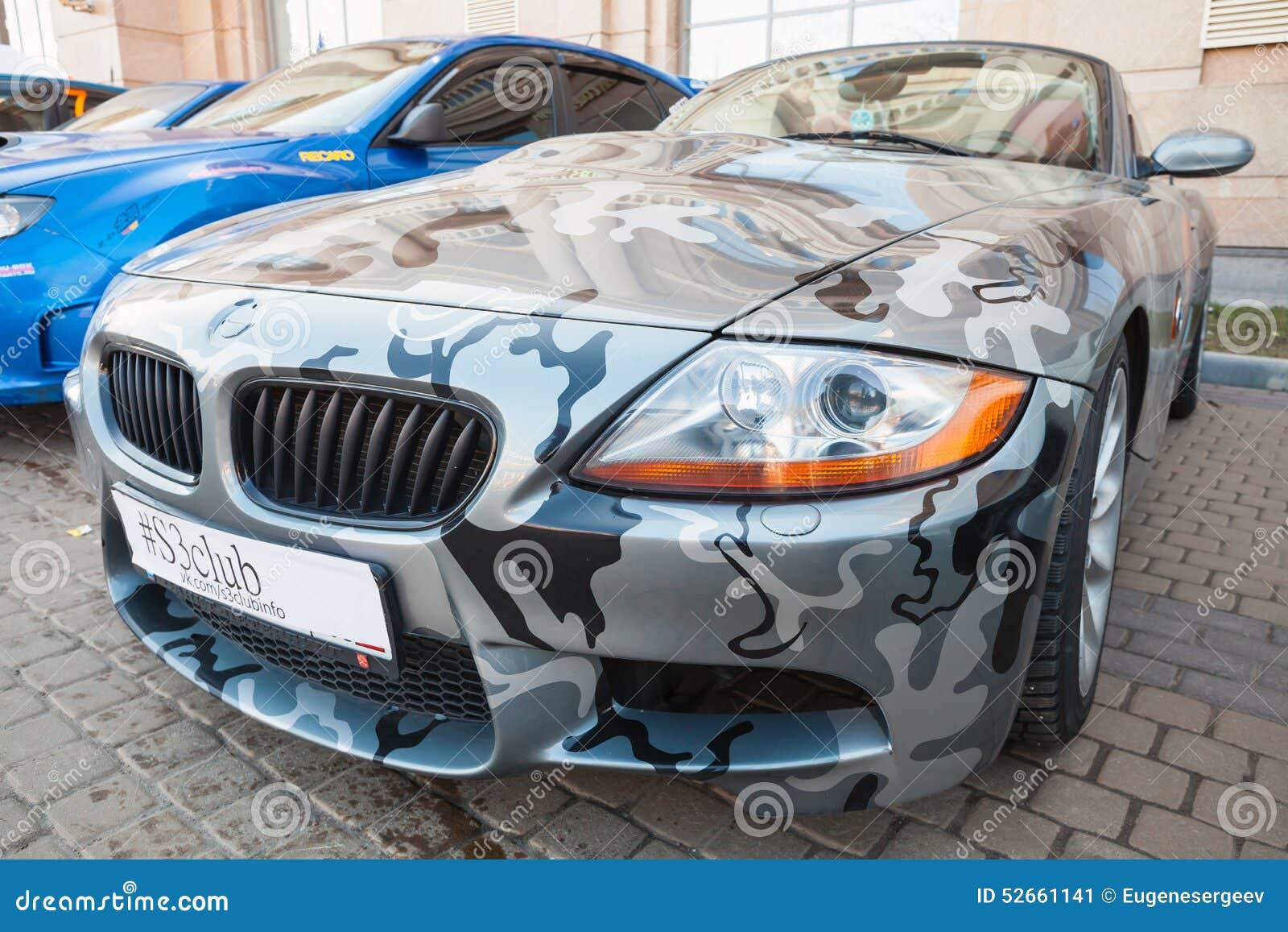Coche Del Automóvil Descubierto De BMW Z4 Con Las Pinturas Del ...