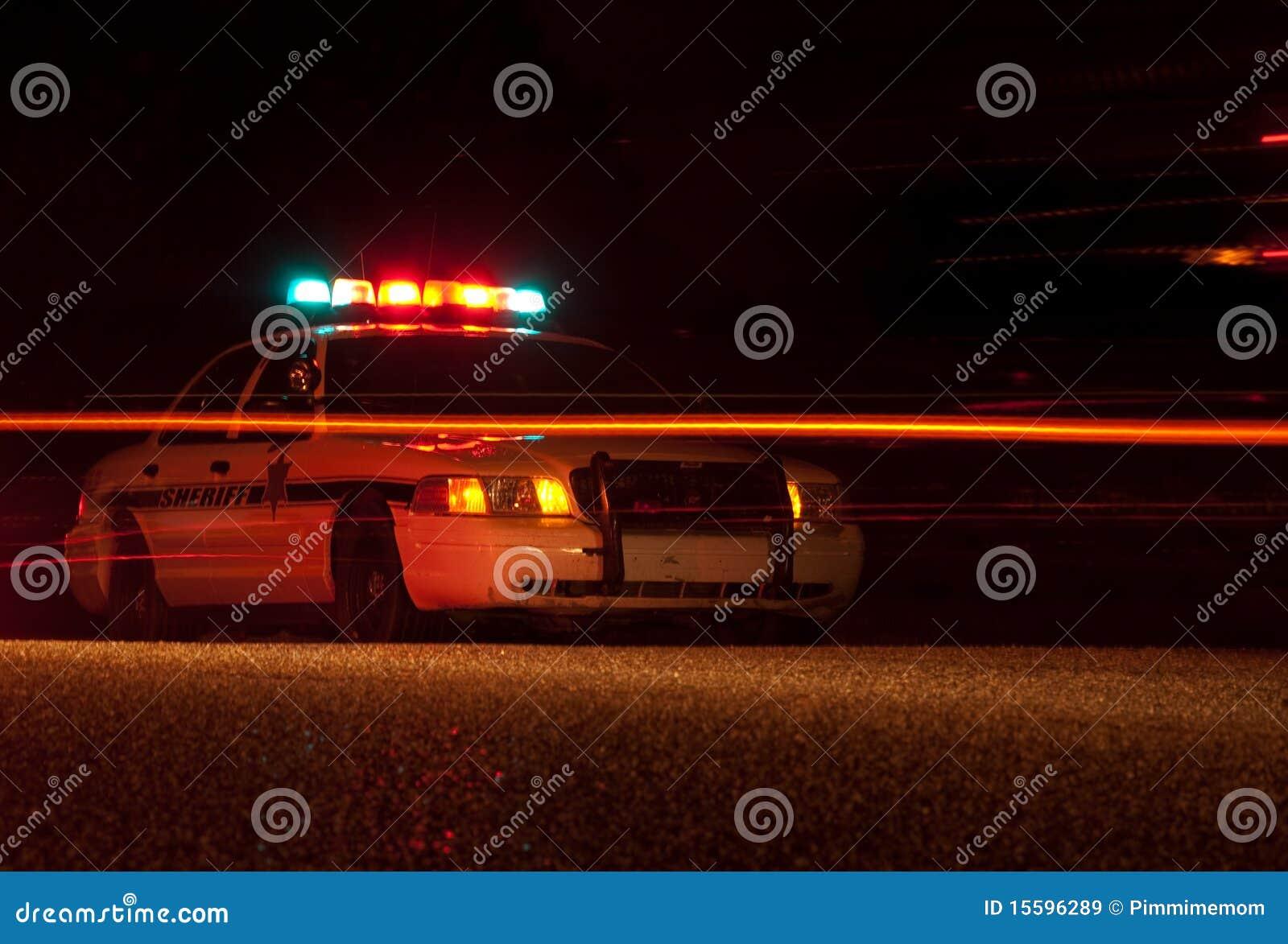 Coche policía en la noche