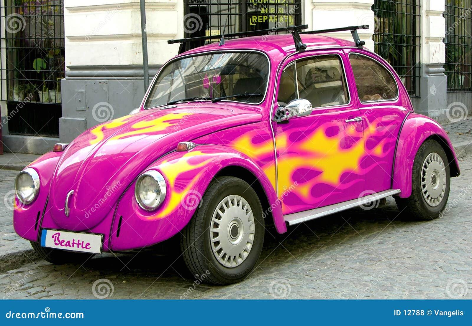 Coche rosado del escarabajo