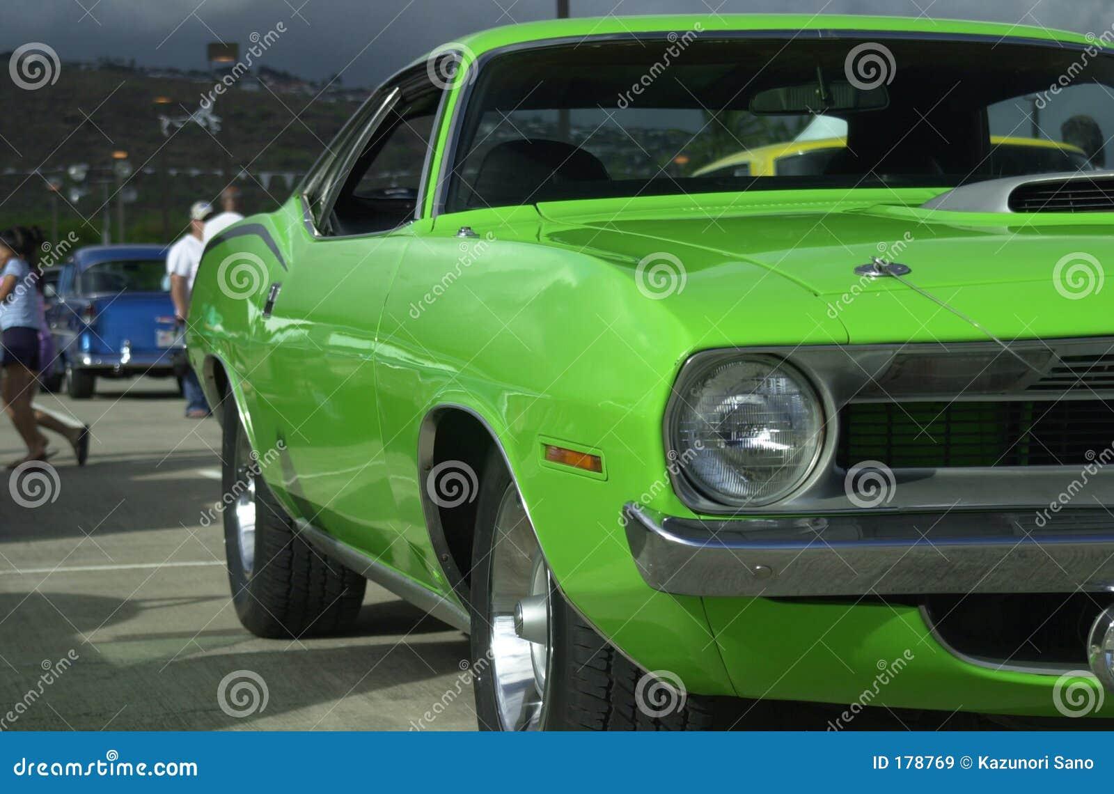 Coche verde del músculo