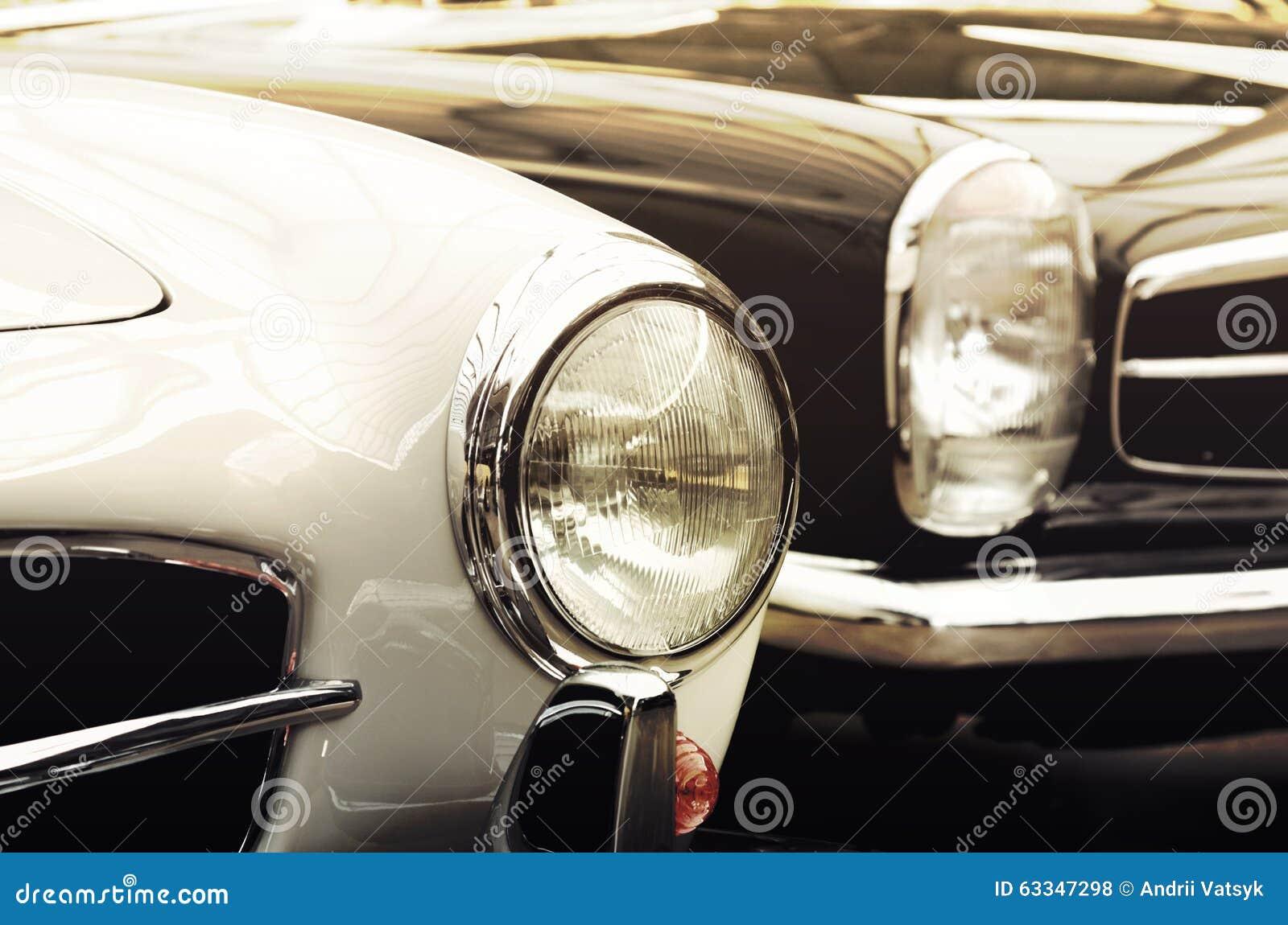 Coches viejos de las linternas en el estilo del vintage (el bien y el mal, génesis,