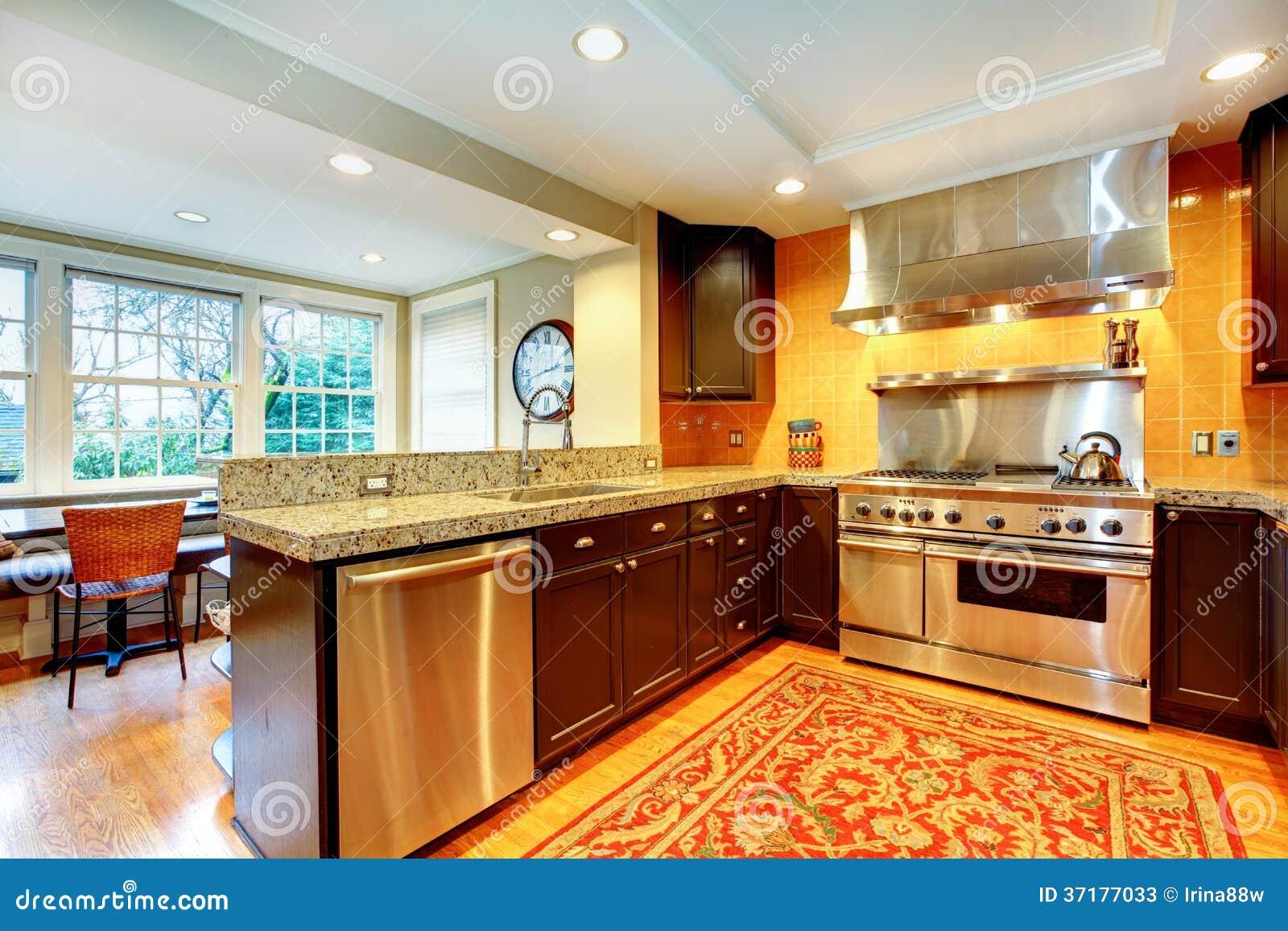 cocina brillante con los gabinetes de madera negros imagen On gabinete de cocina negro brillante