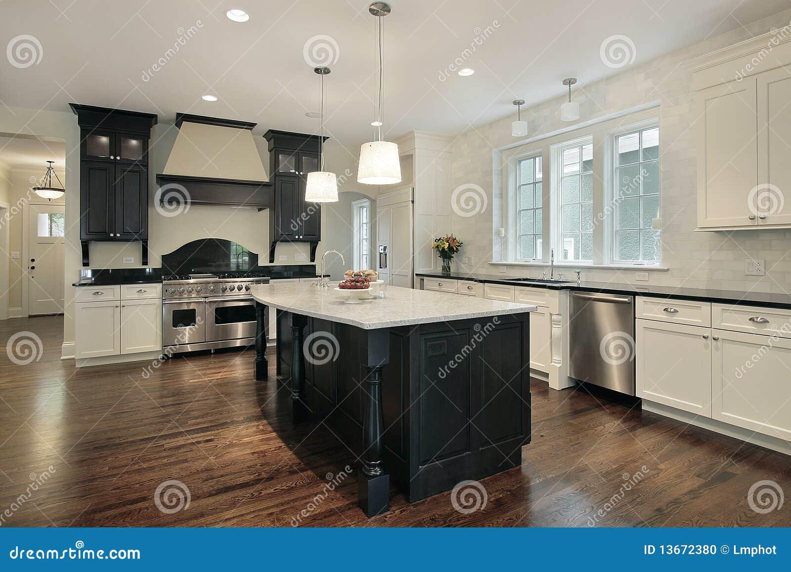 Cocina con la isla grande foto de archivo imagen 13672380 for Cocinas grandes con isla
