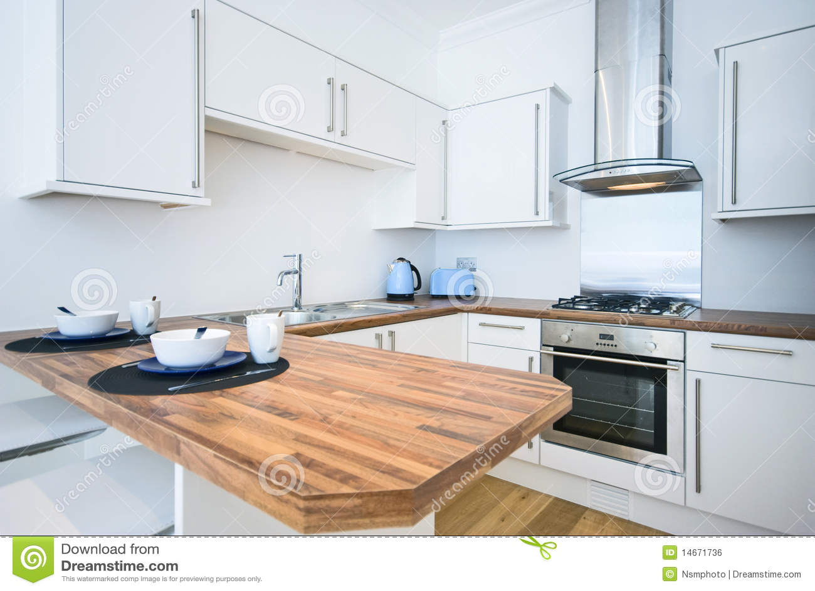 Cocina contempor nea con una barra de desayuno imagen de for Cocinas con barra de desayuno