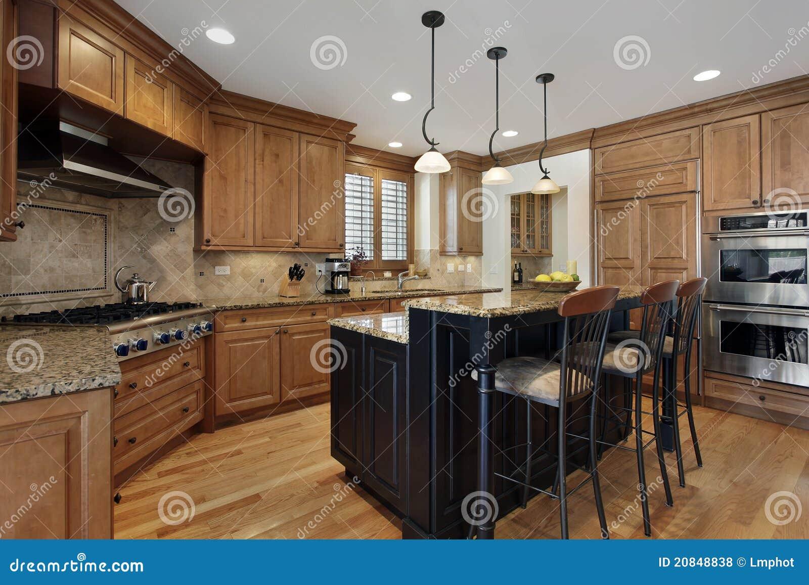 Cocina de lujo con la isla del granito foto de archivo - Cocinas con granito ...