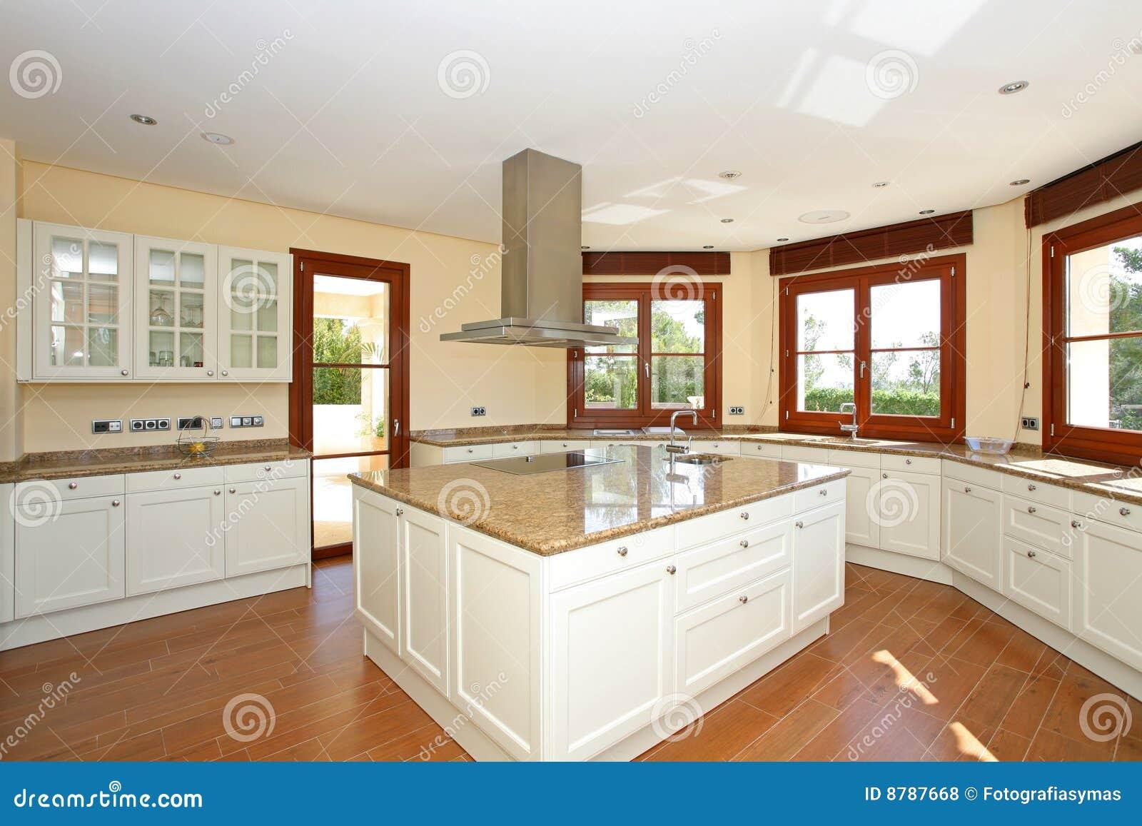 Cocina de lujo moderna foto de archivo imagen de cajones - Isla de cocina moderna ...