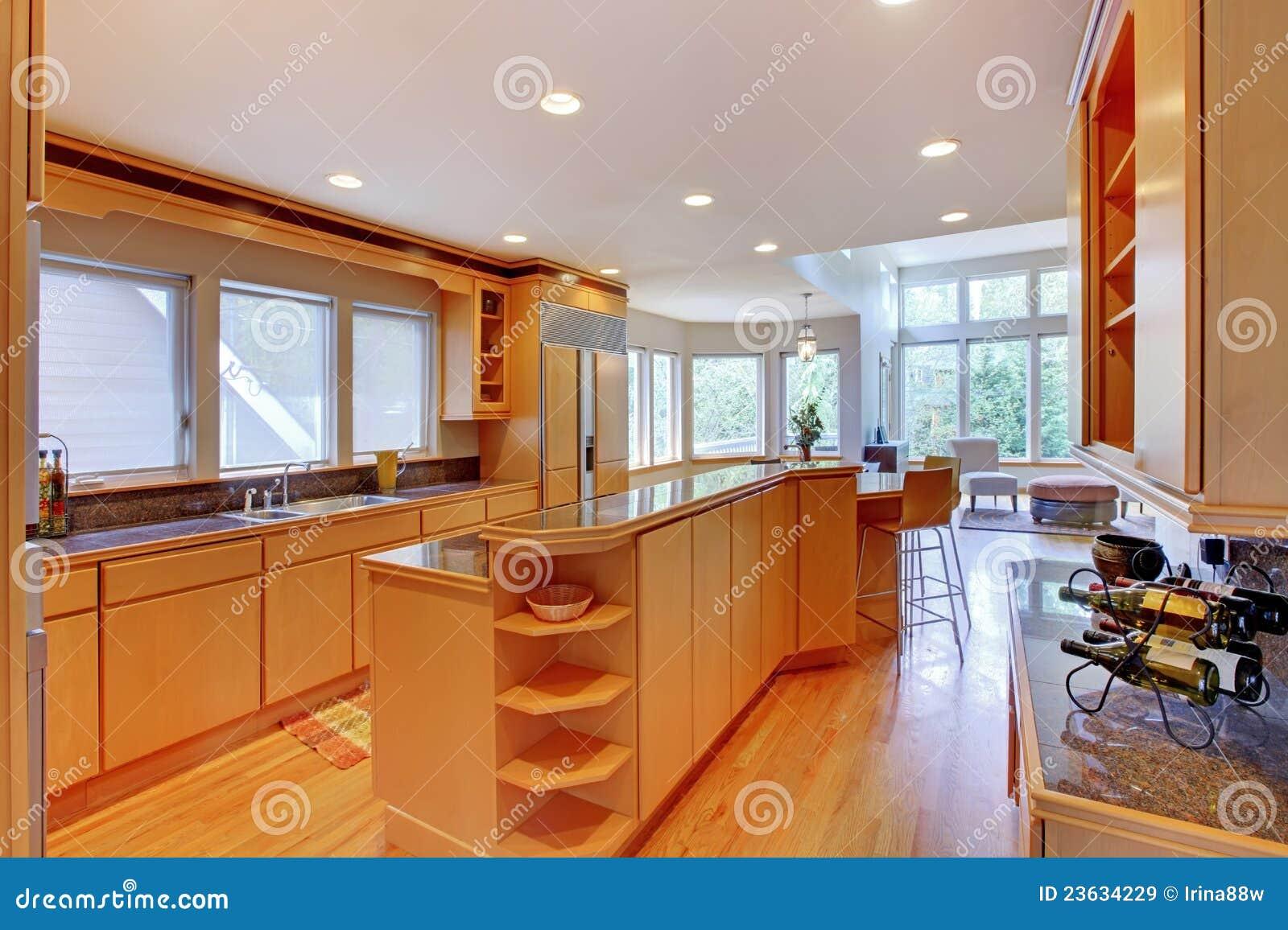cocina de madera moderna de lujo grande im genes de