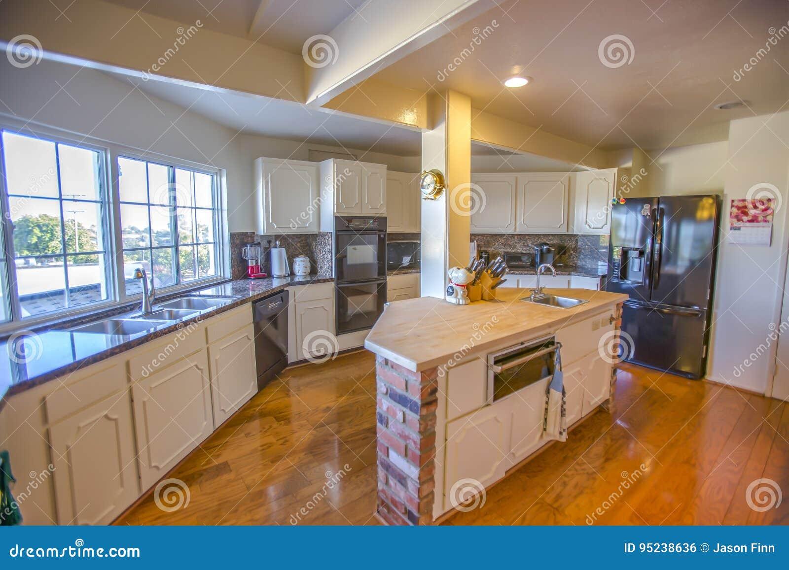Cocina Del Estilo Del Rancho En California Meridional Foto De