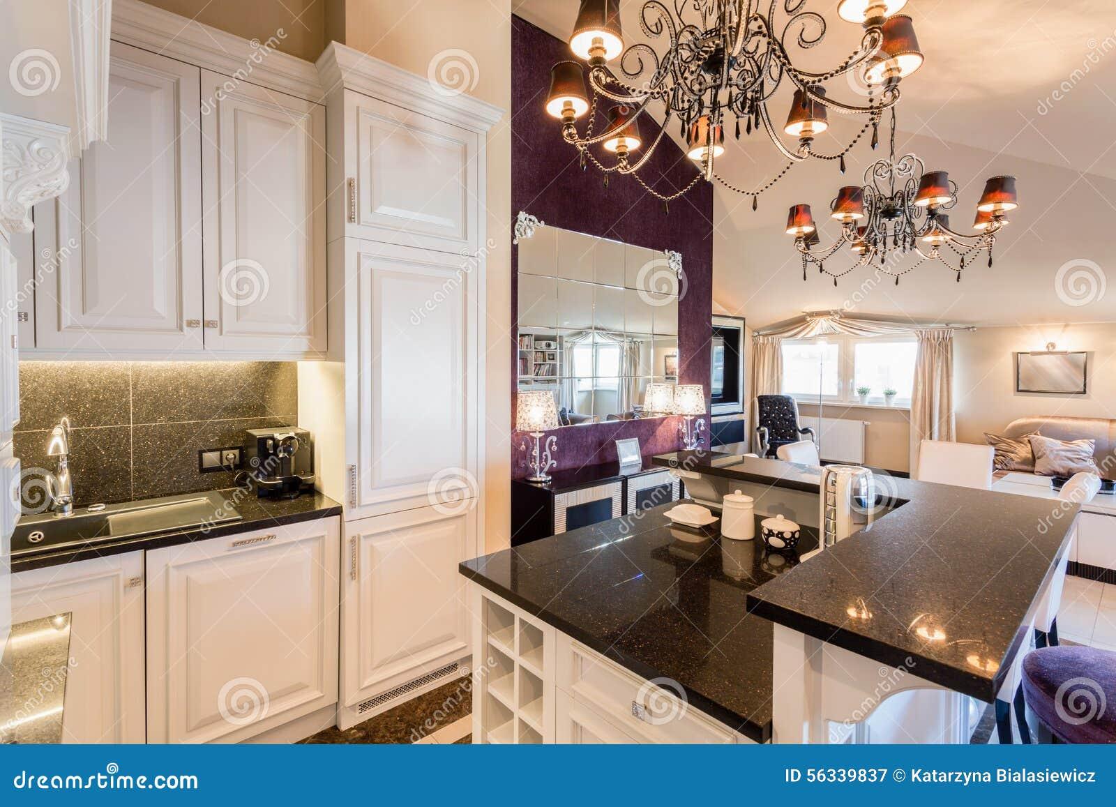 Cocina Barroca En El Apartamento Enorme Imagen De Archivo Imagen  # Keuken Muebles De Cocina