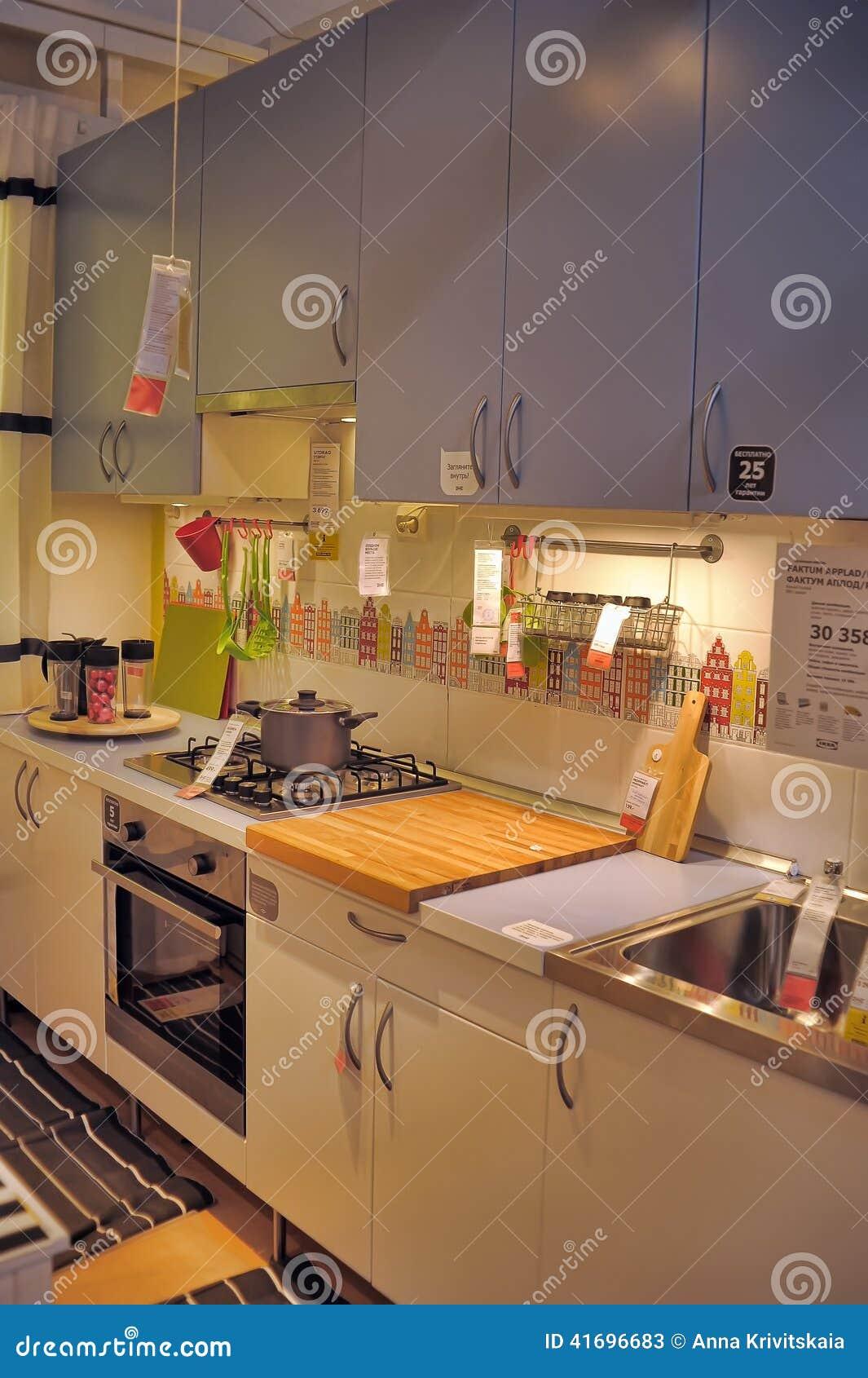 Cocina En La Tienda De Muebles Ikea Foto de archivo ...