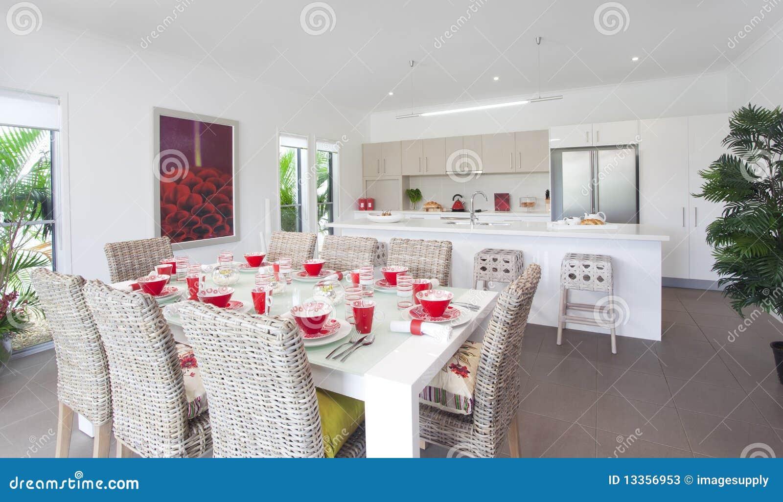 Cocina En Nueva Casa Urbana Moderna Imagen De Archivo