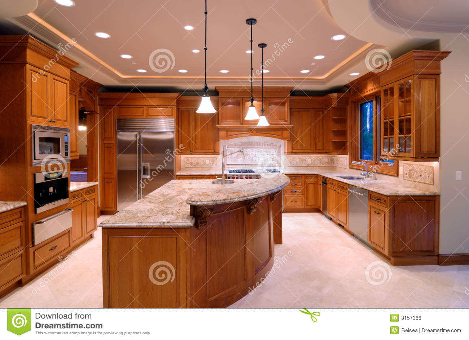 Cocina grande foto de archivo imagen de iluminaci n for Cocinas grandes