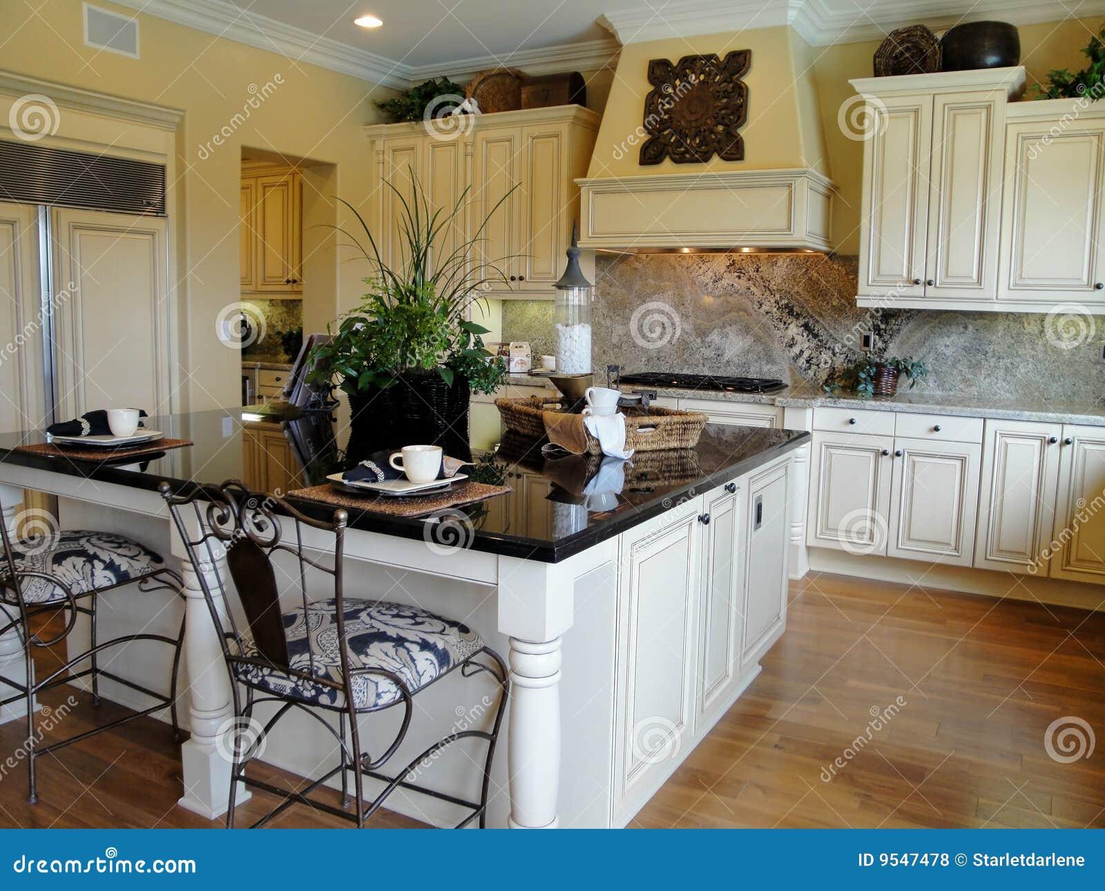 Cocina hermosa del diseñador