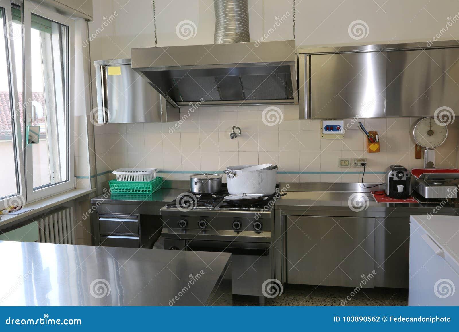 Cocina Industrial Con Muebles En Acero De La Mancha Foto de ...